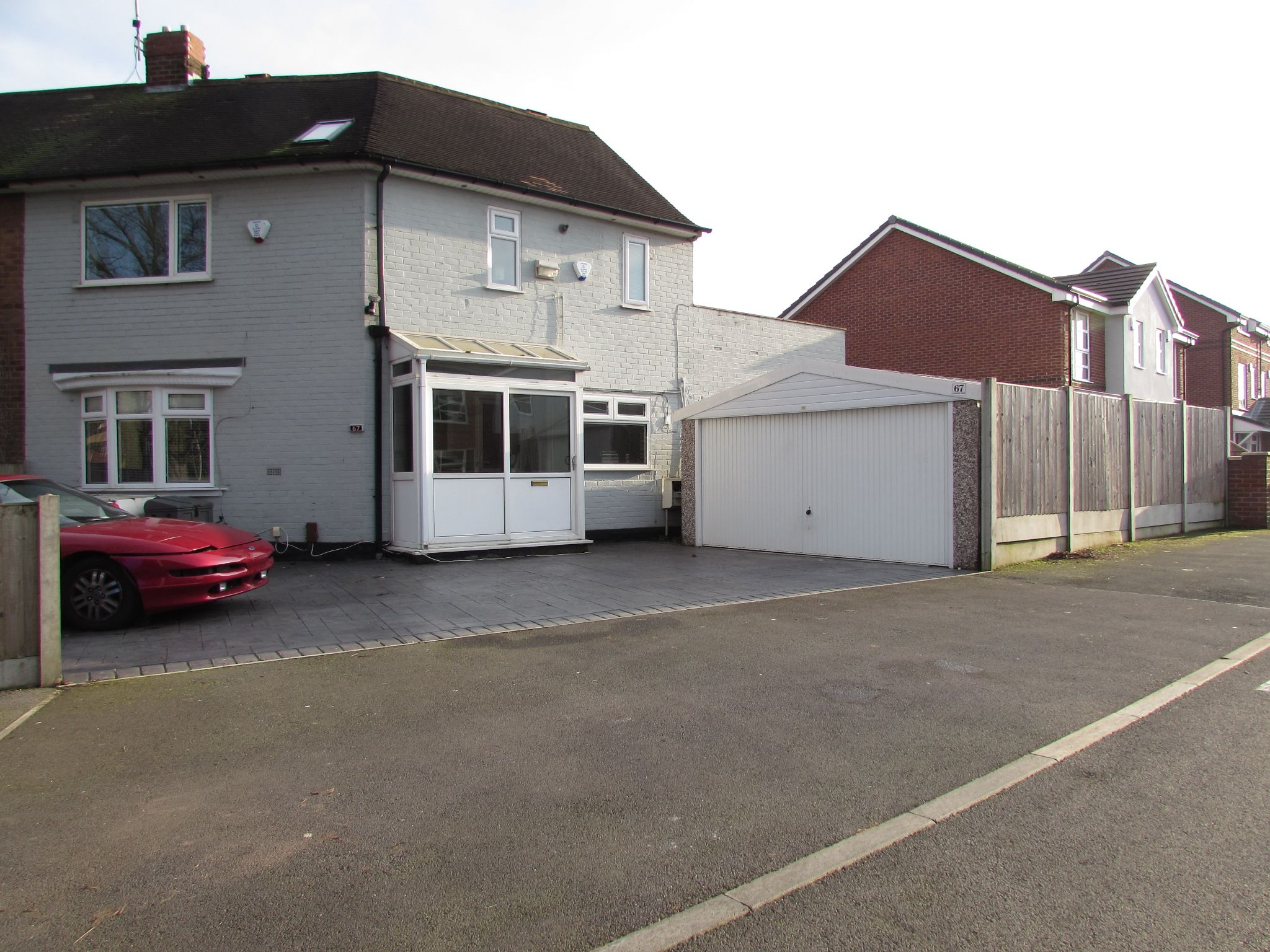 3 Bedroom Semi-detached House For Sale - Photograph 37