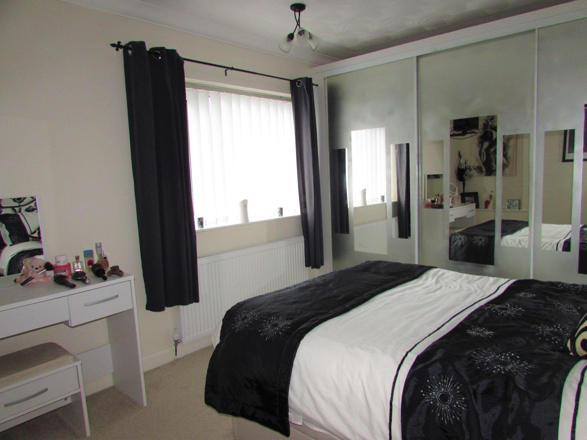 3 Bedroom Mid Terraced House For Sale - Master