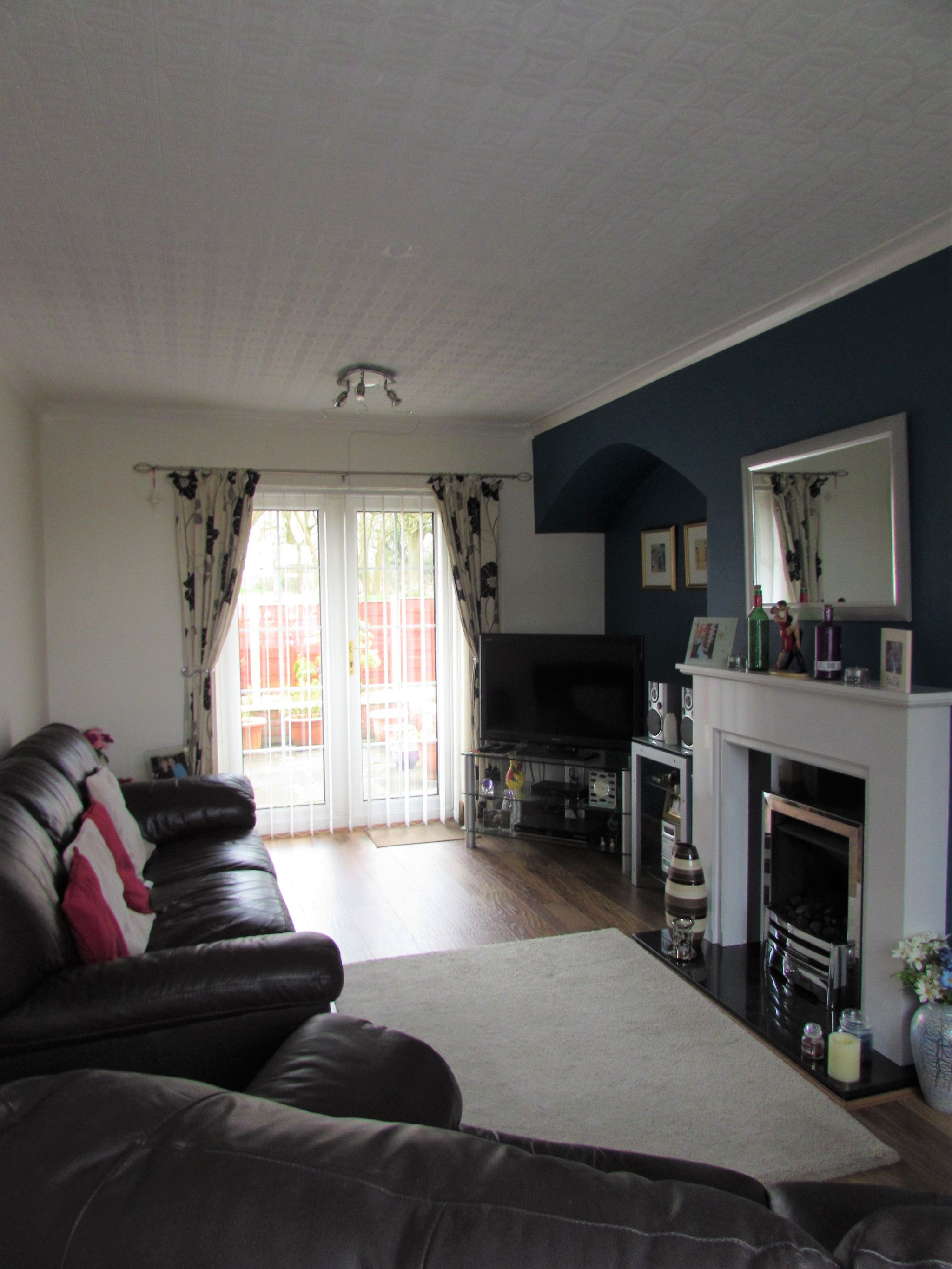 3 Bedroom Mid Terraced House For Sale - Living Area