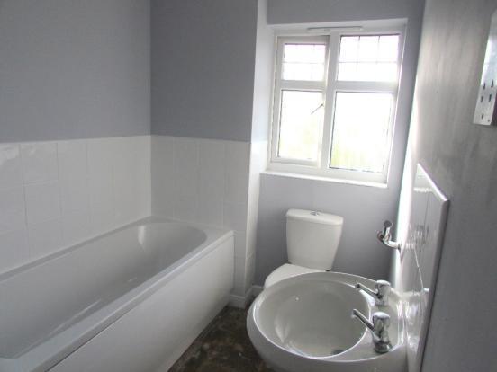2 Bedroom Mews House To Rent - Bathroom