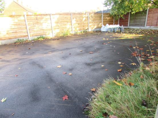 2 Bedroom Mews House To Rent - Parking Area
