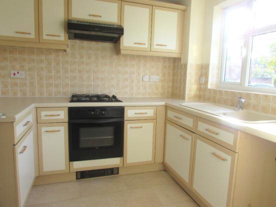 2 Bedroom Mews House To Rent - Kitchen