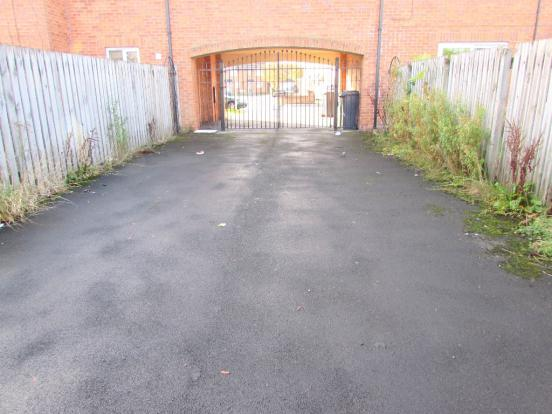 2 Bedroom Mews House To Rent - Gated parking