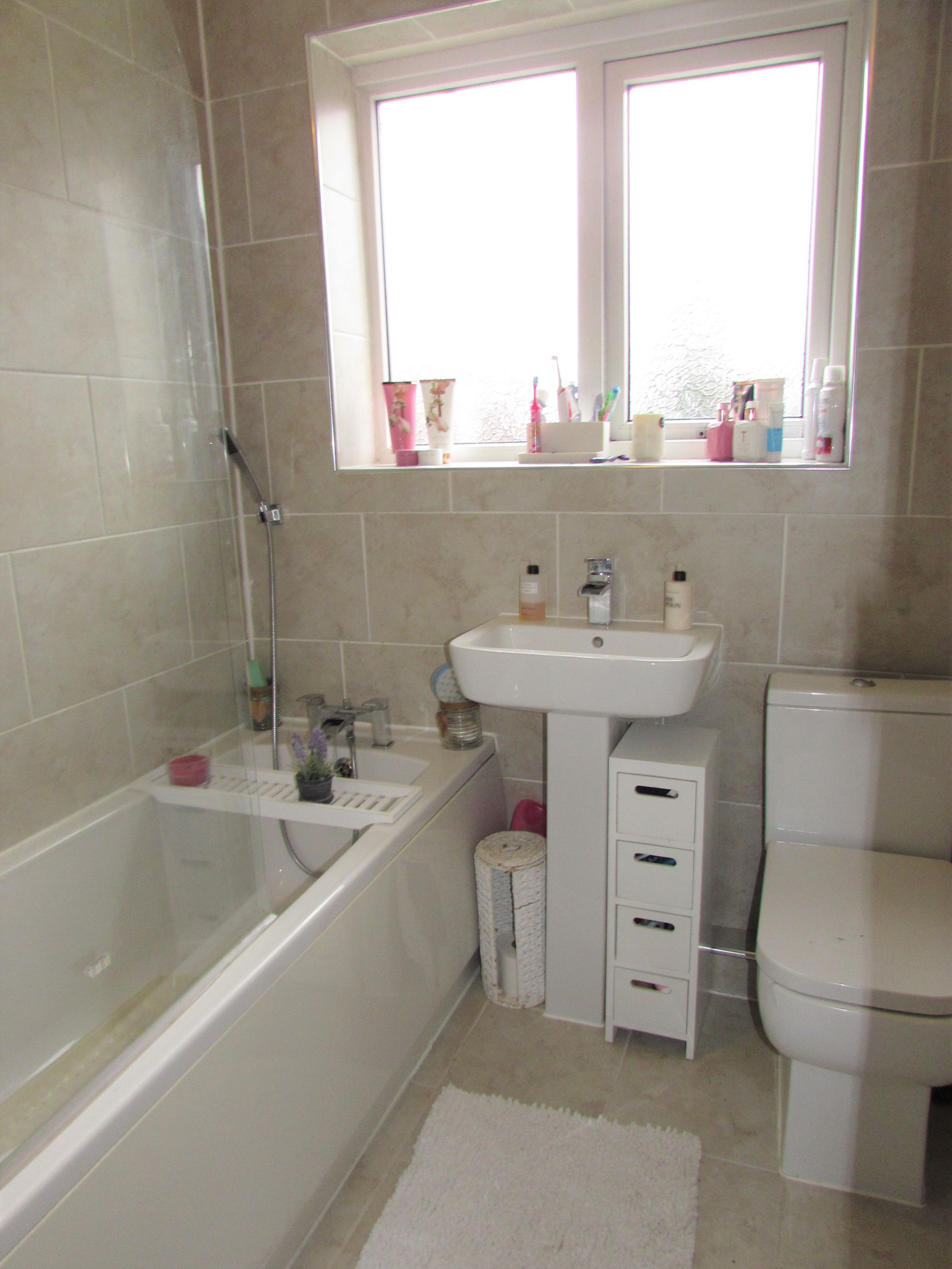 3 Bedroom Semi-detached House For Sale - Family Bathroom