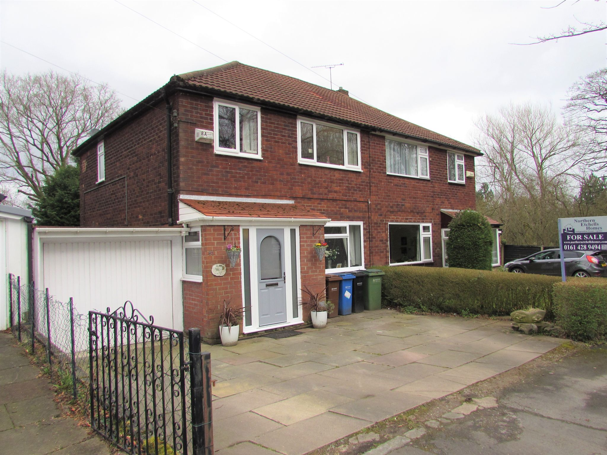 3 Bedroom Semi-detached House For Sale - Frontage