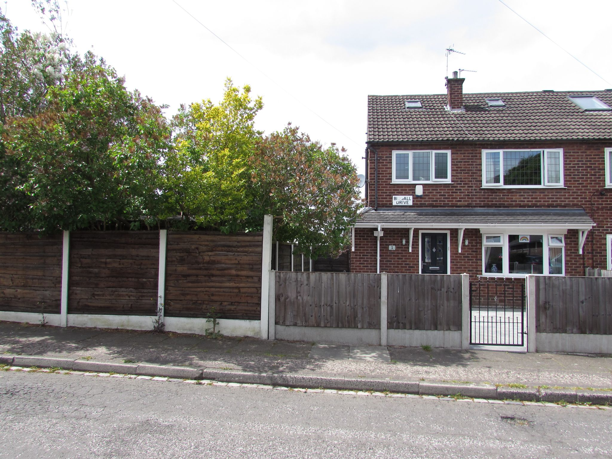 3 Bedroom Semi-detached House For Sale - Photograph 28