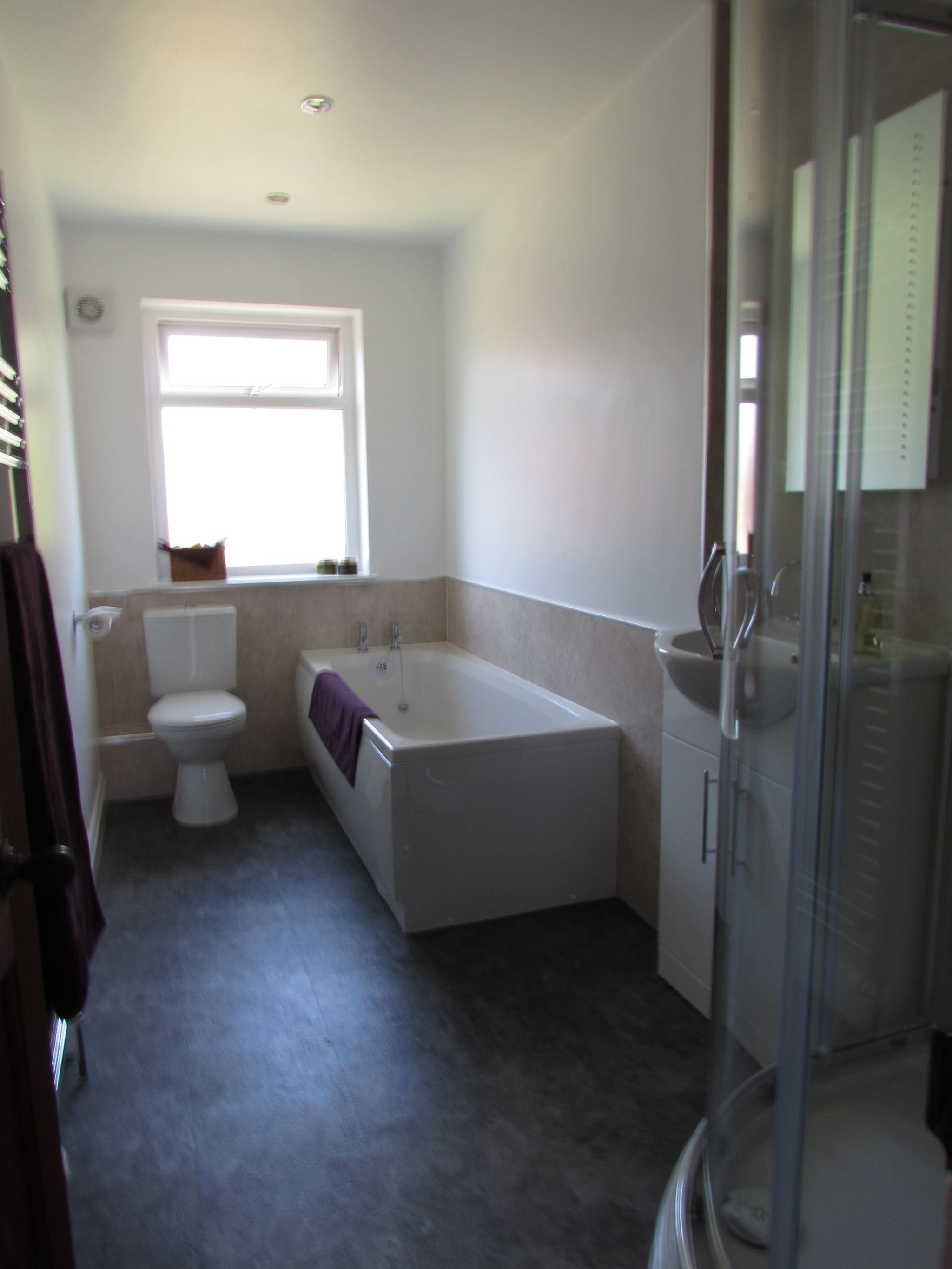 3 Bedroom Semi-detached House For Sale - Photograph 13