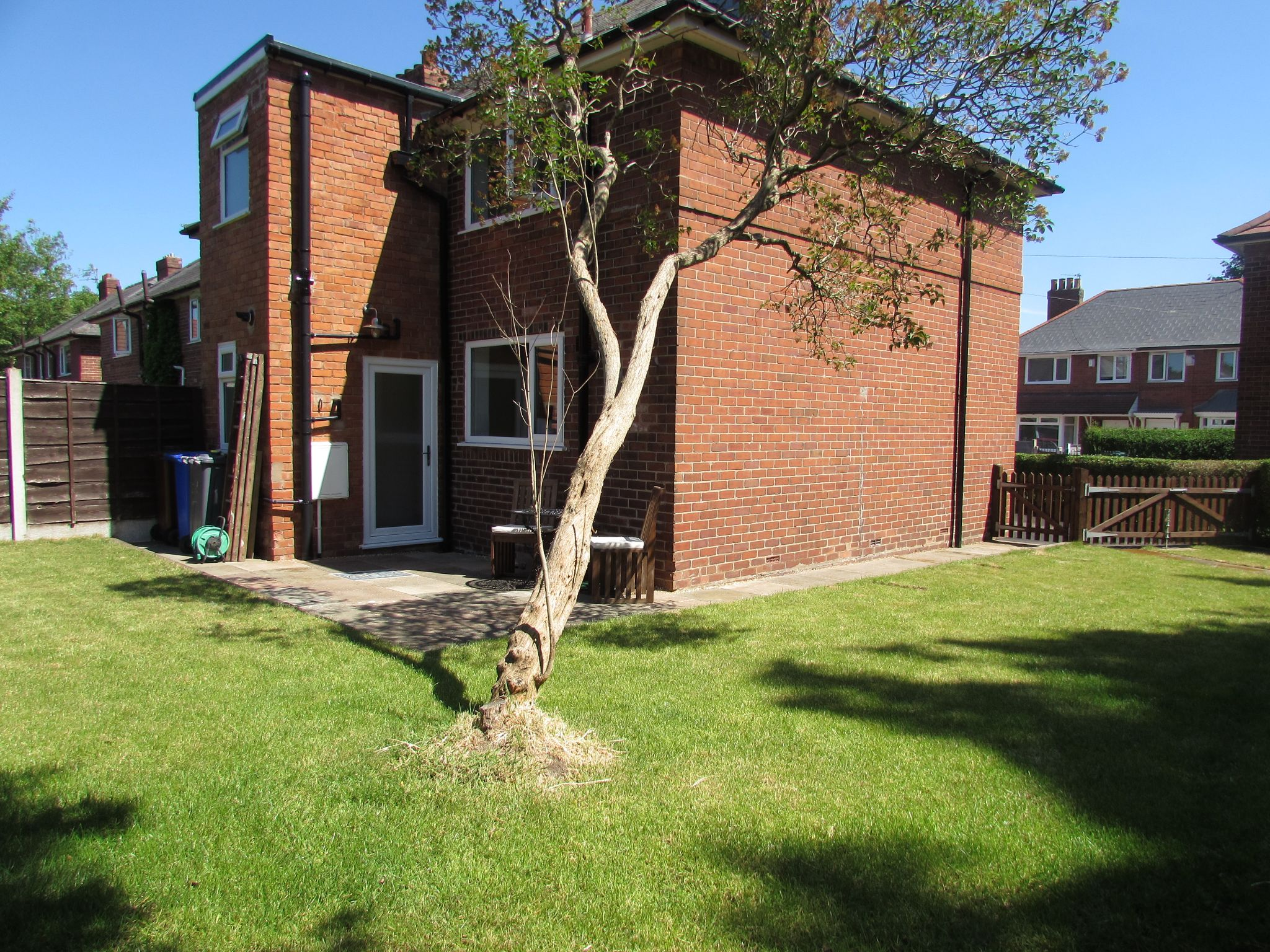 3 Bedroom Semi-detached House For Sale - Photograph 18