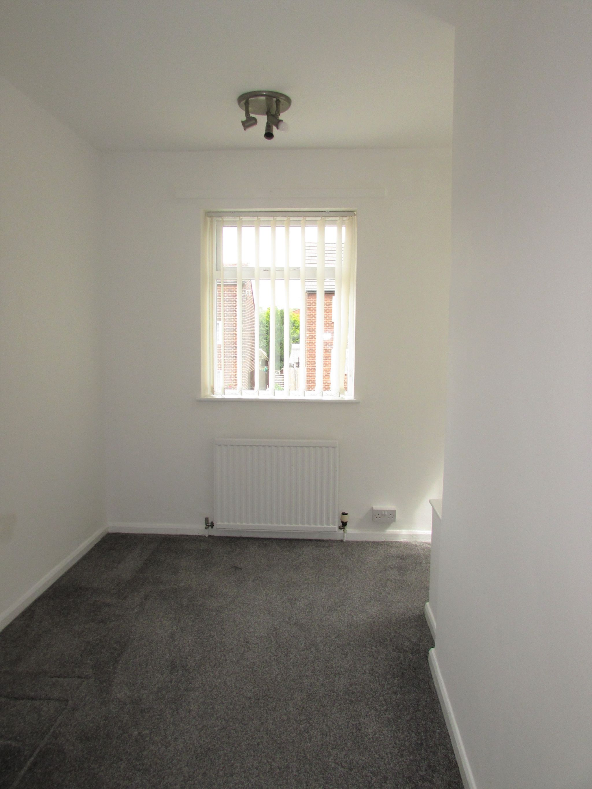 3 Bedroom End Terraced House To Rent - Photograph 5