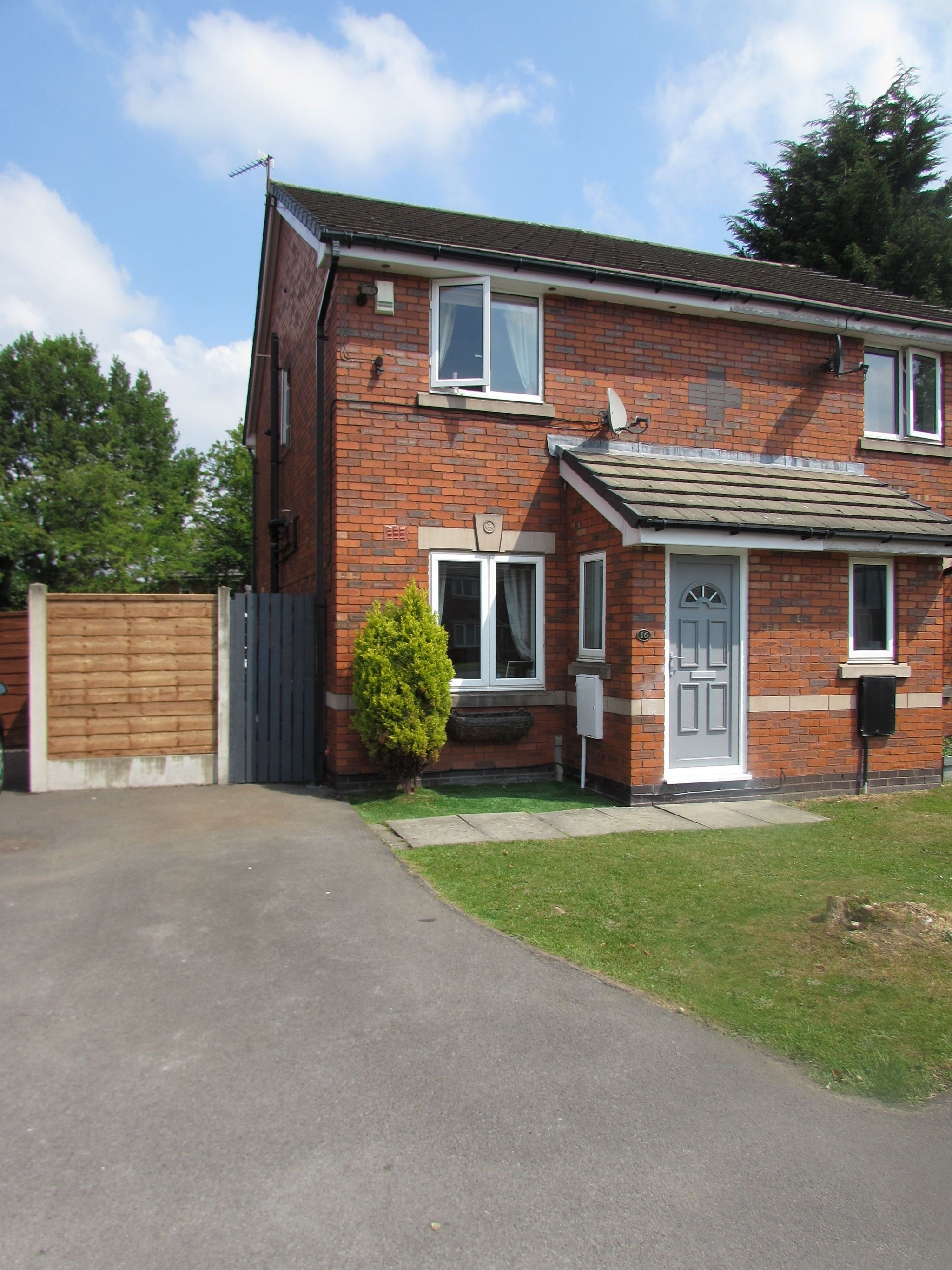2 Bedroom Semi-detached House For Sale - Front