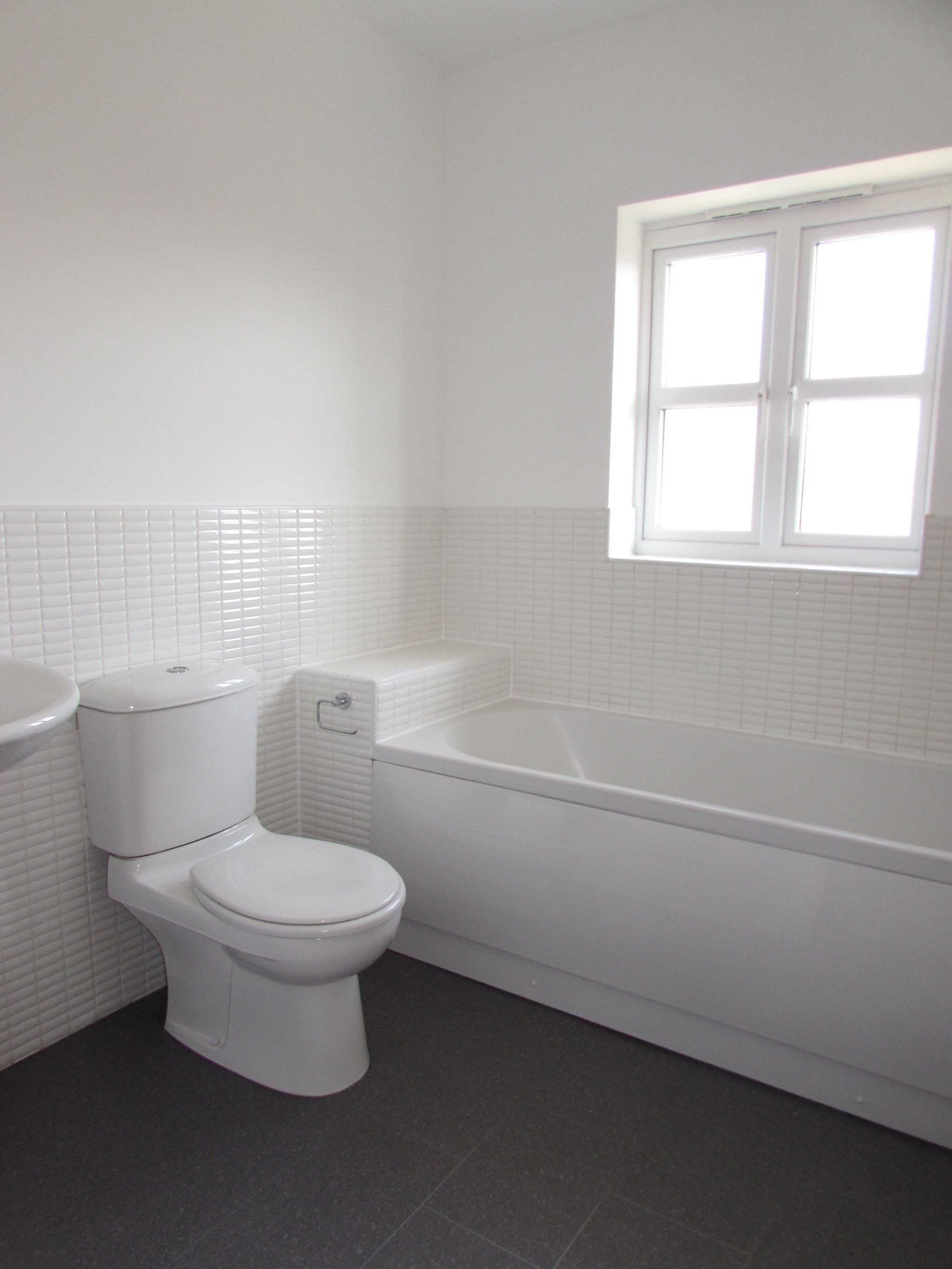 3 Bedroom Town House To Rent - FAMILY BATHROOM