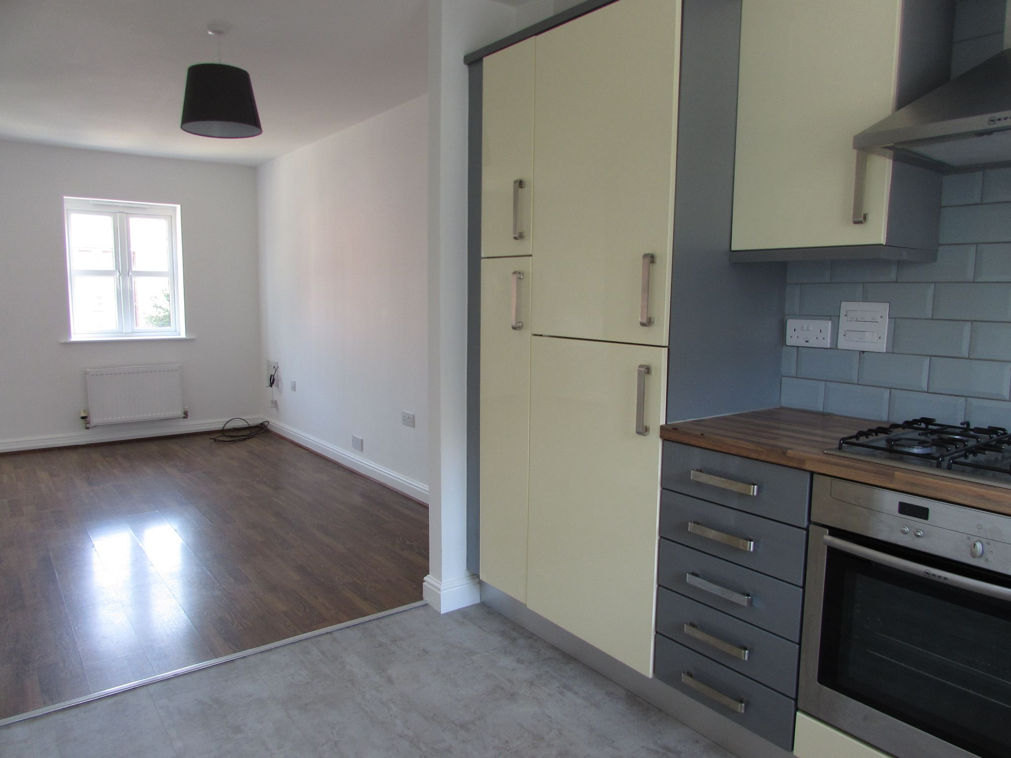 3 Bedroom Town House To Rent - KITCHEN/LOUNGE