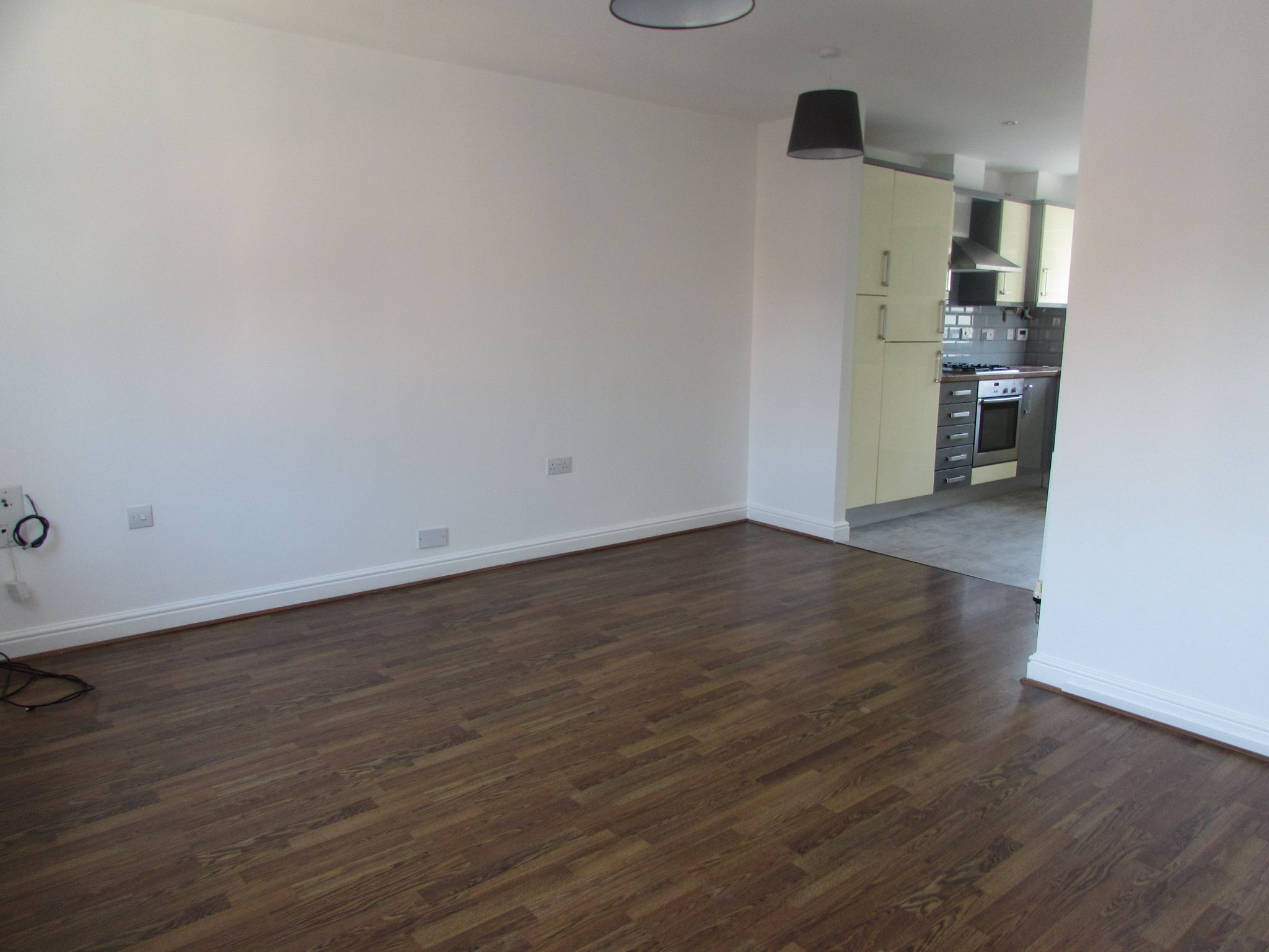 3 Bedroom Town House To Rent - LOUNGE