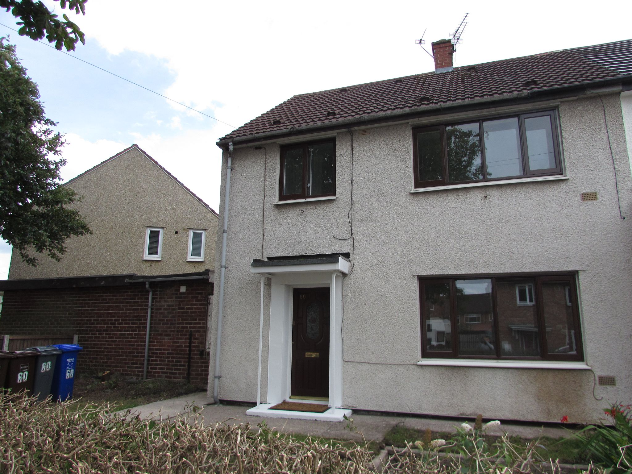 3 Bedroom Semi-detached House To Rent - Photograph 11