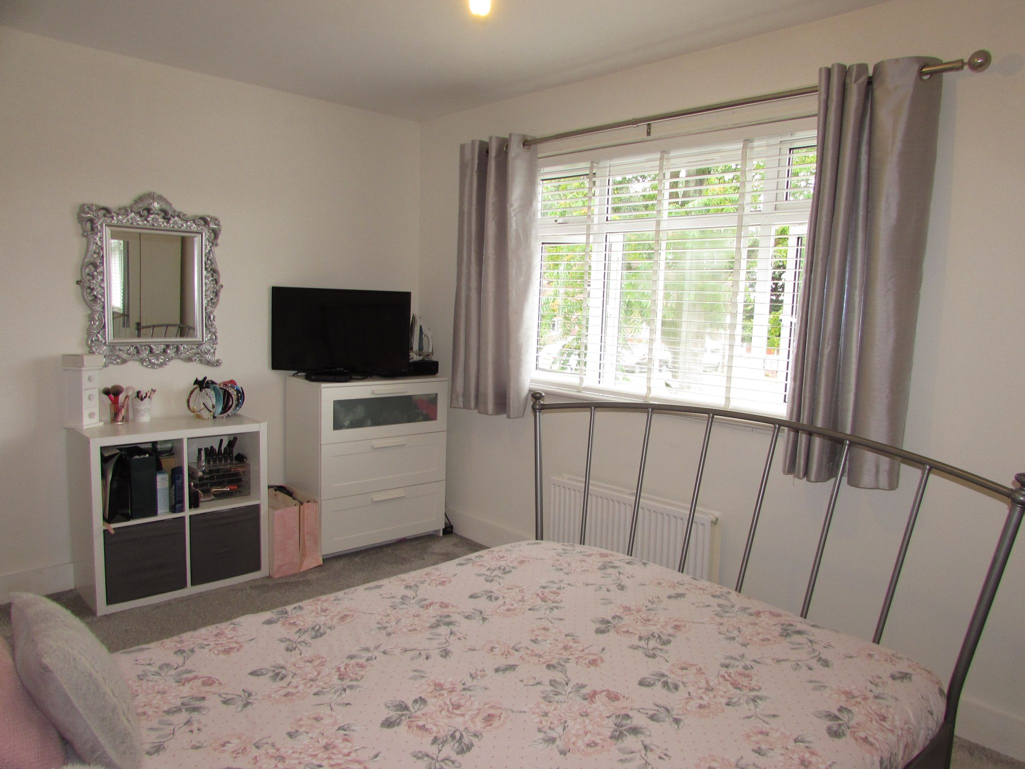 3 Bedroom Mid Terraced House For Sale - Photograph 16