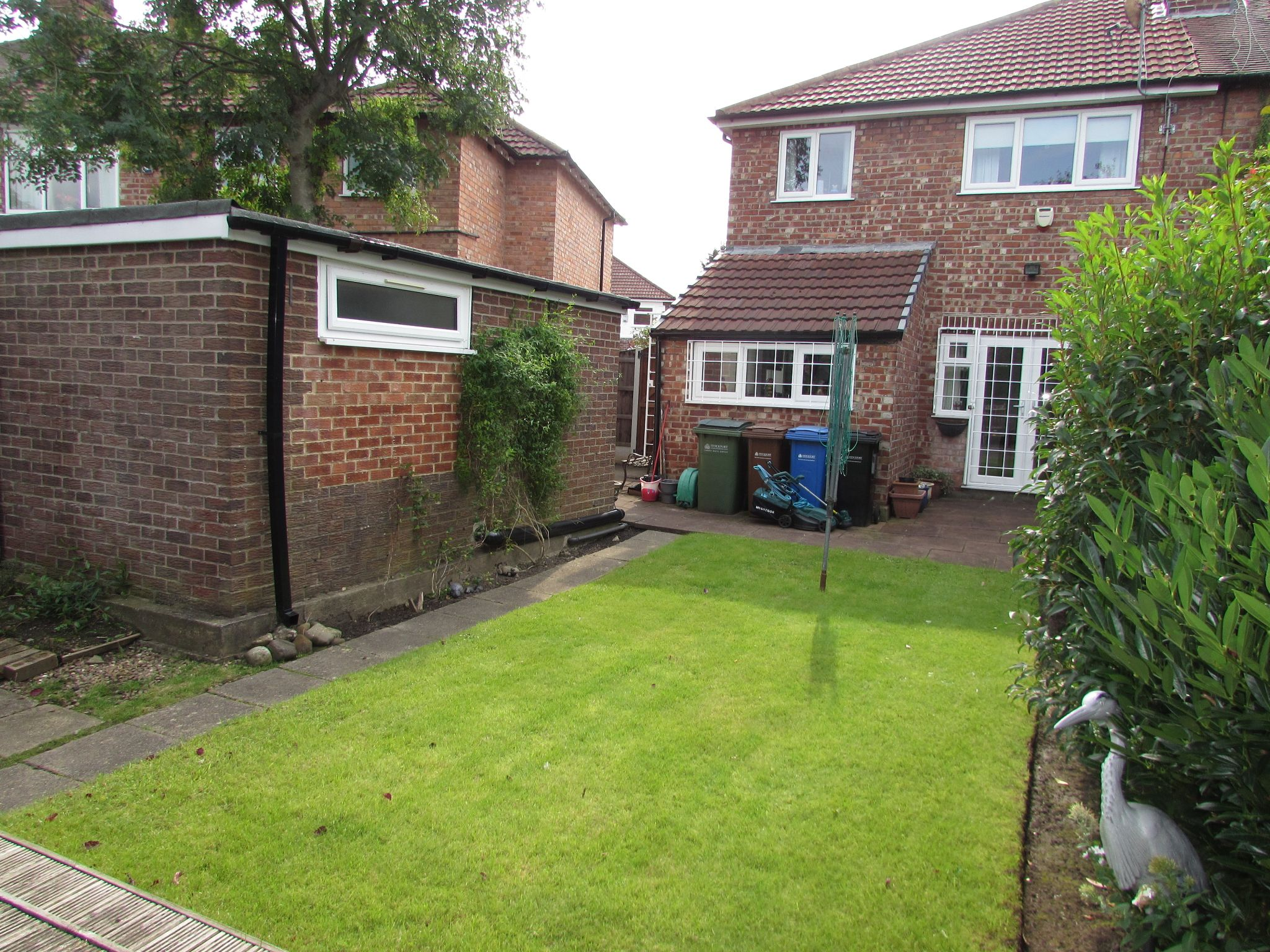3 Bedroom Semi-detached House For Sale - Photograph 32