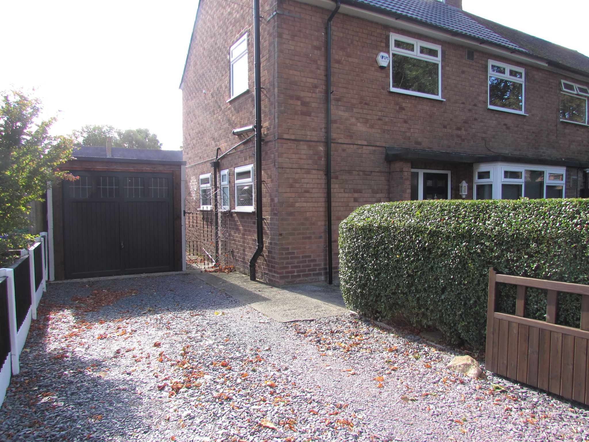 3 Bedroom Semi-detached House For Sale - Photograph 26