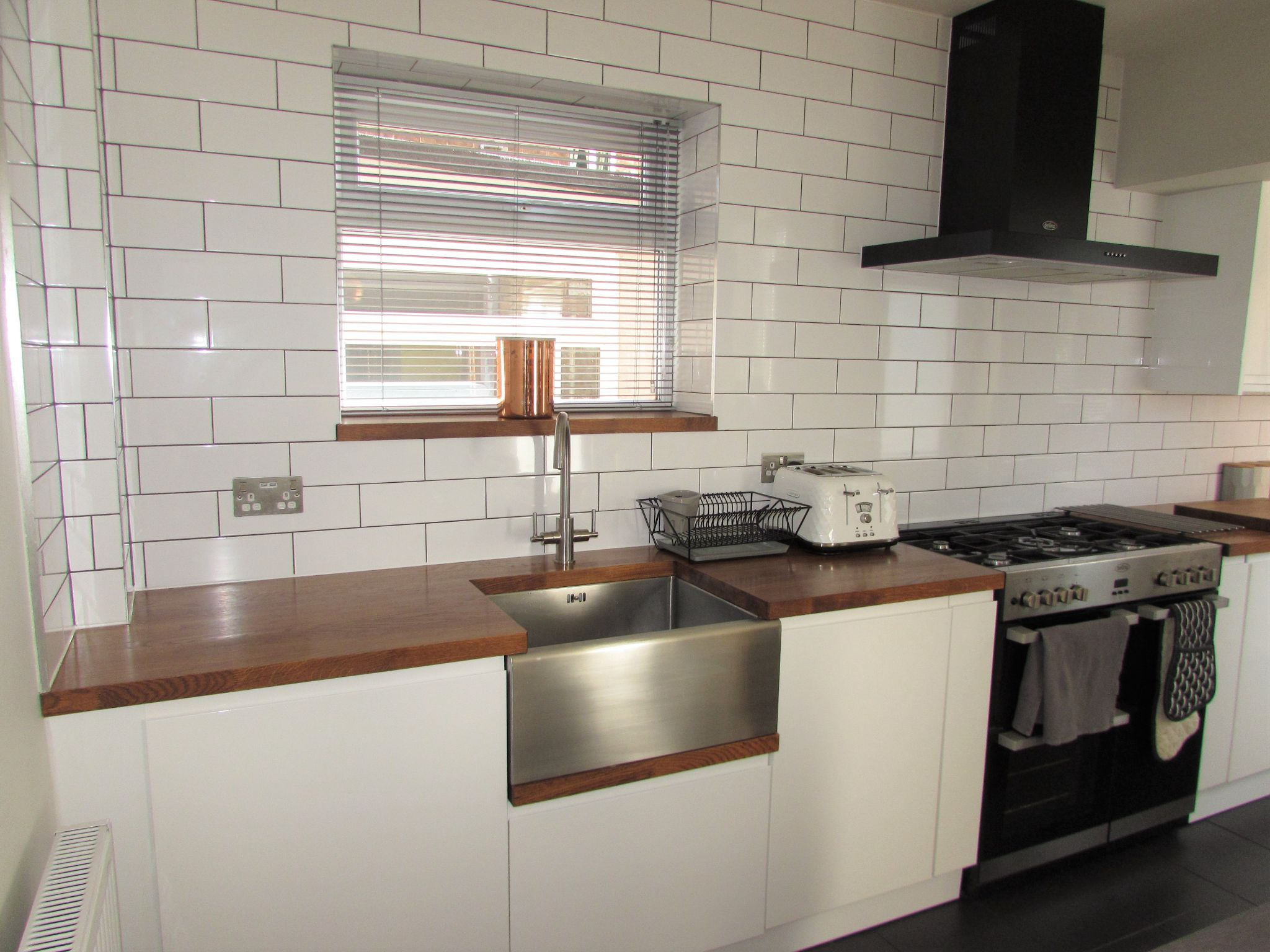 3 Bedroom Semi-detached House For Sale - Photograph 6