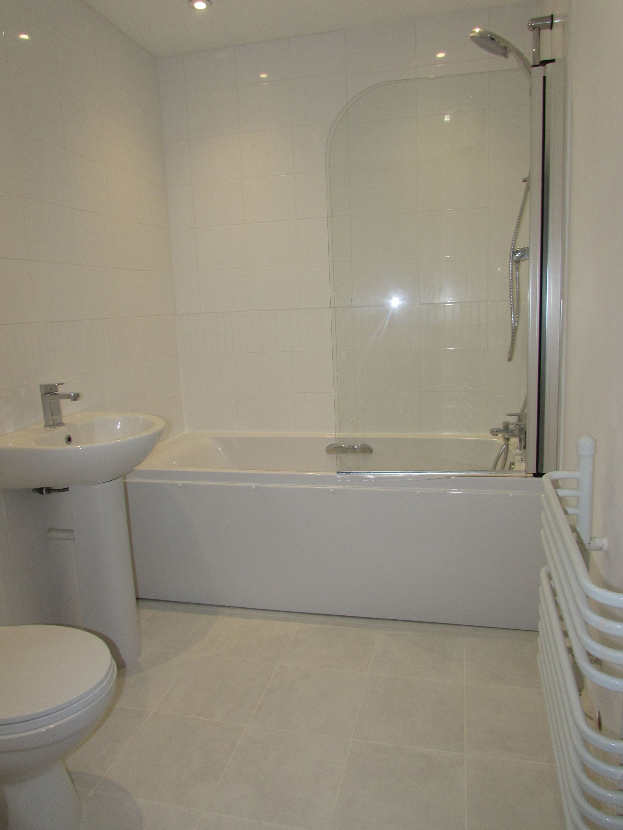 2 Bedroom Apartment Flat/apartment To Rent - Photograph 2