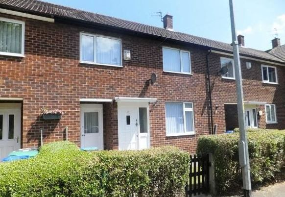 3 Bedroom Mid Terraced House To Rent - Frontage