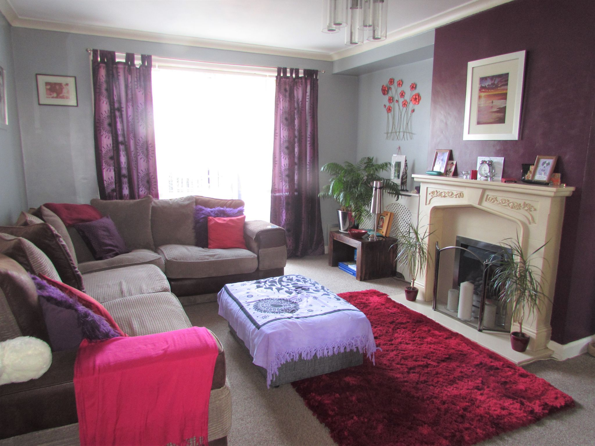 3 Bedroom Semi-detached House For Sale - Photograph 2