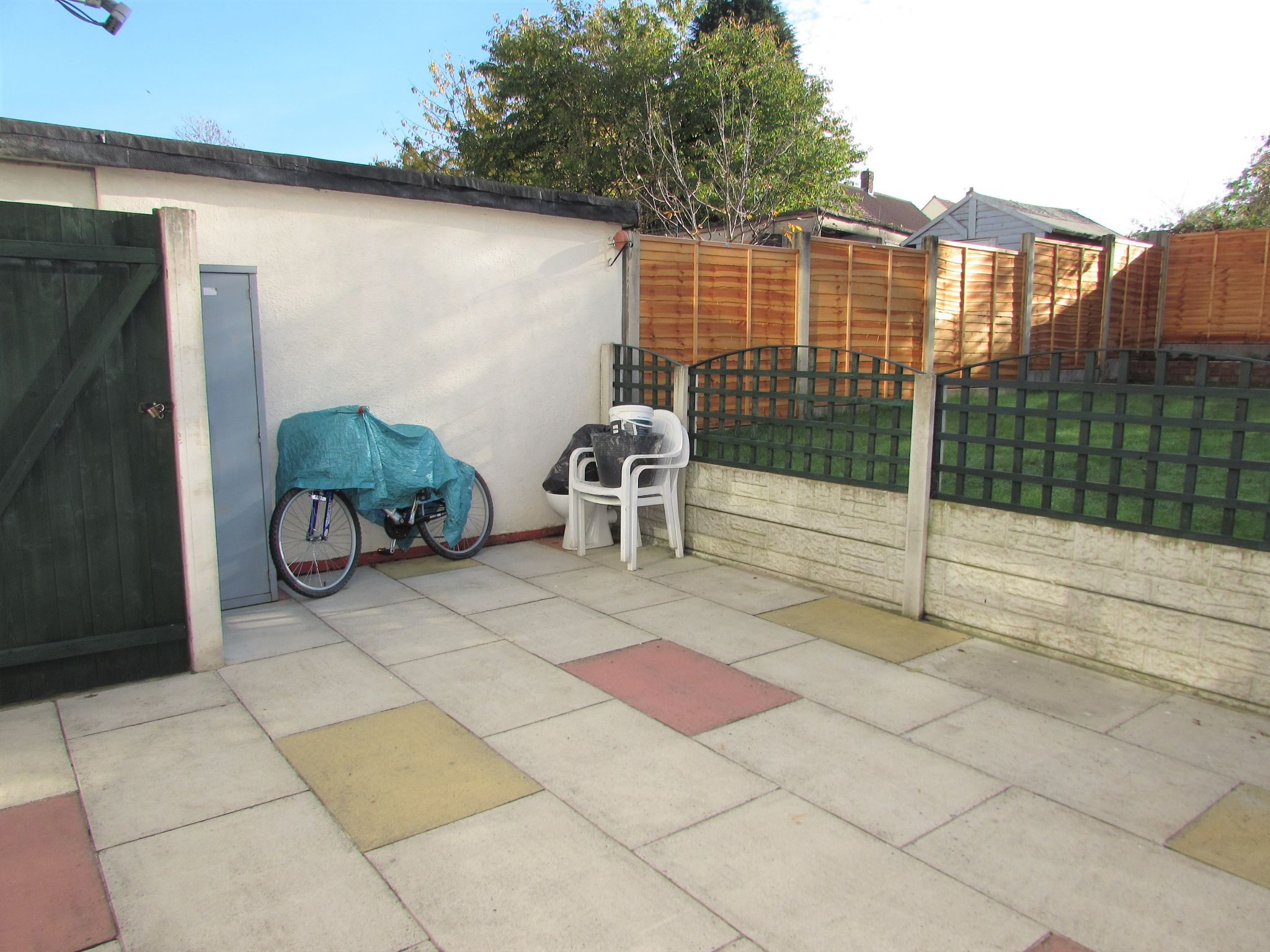 3 Bedroom Mid Terraced House For Sale - Photograph 18
