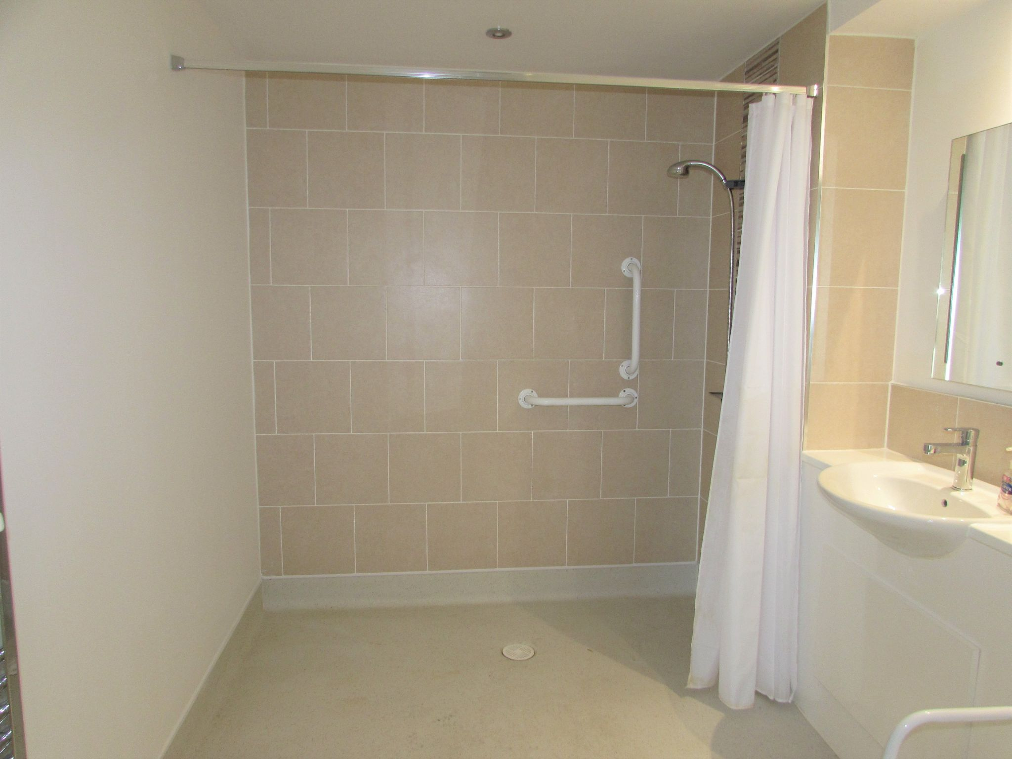 2 Bedroom Apartment Flat/apartment For Sale - Photograph 8