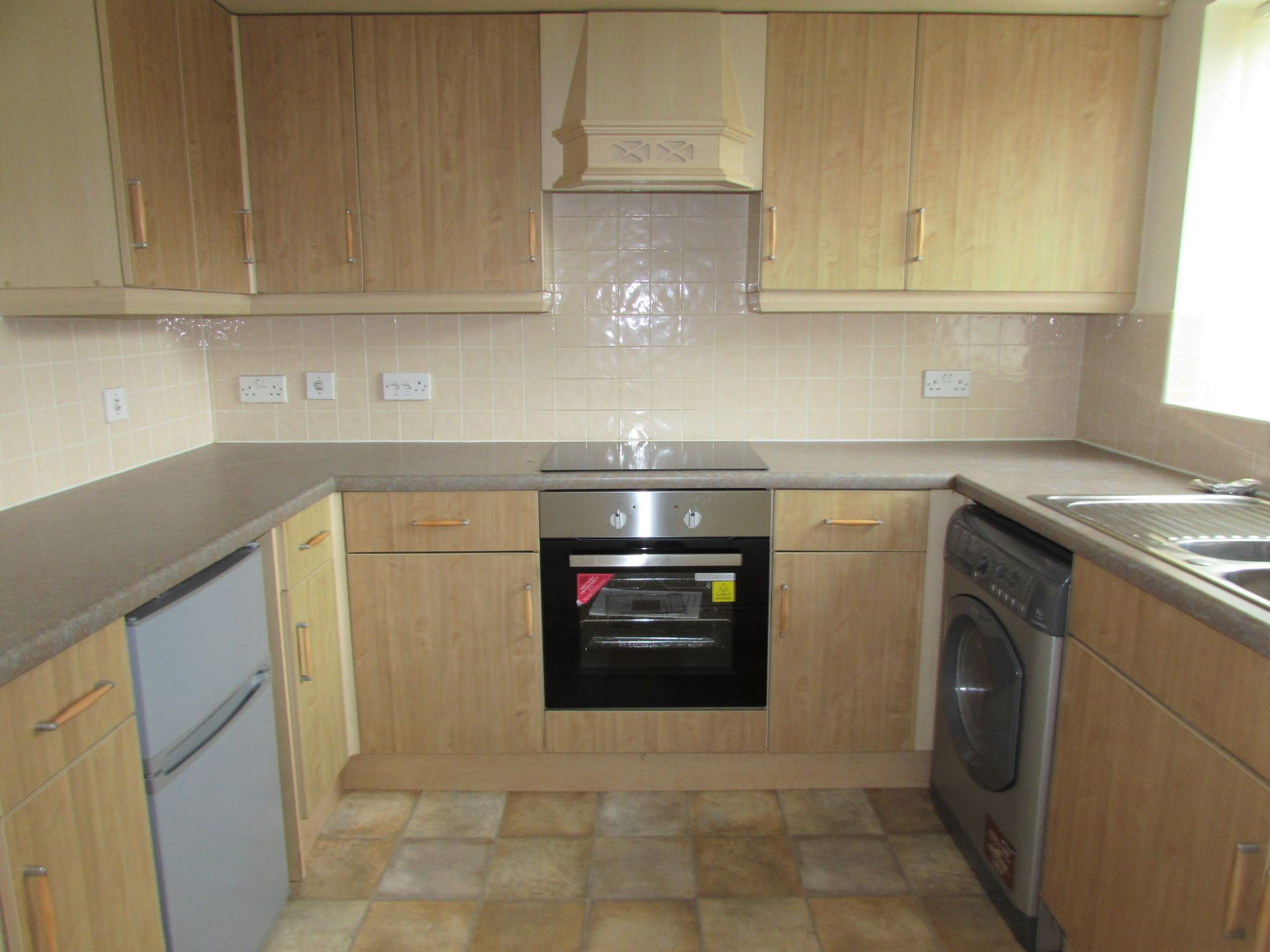2 Bedroom Ground Floor Flat/apartment To Rent - Photograph 4