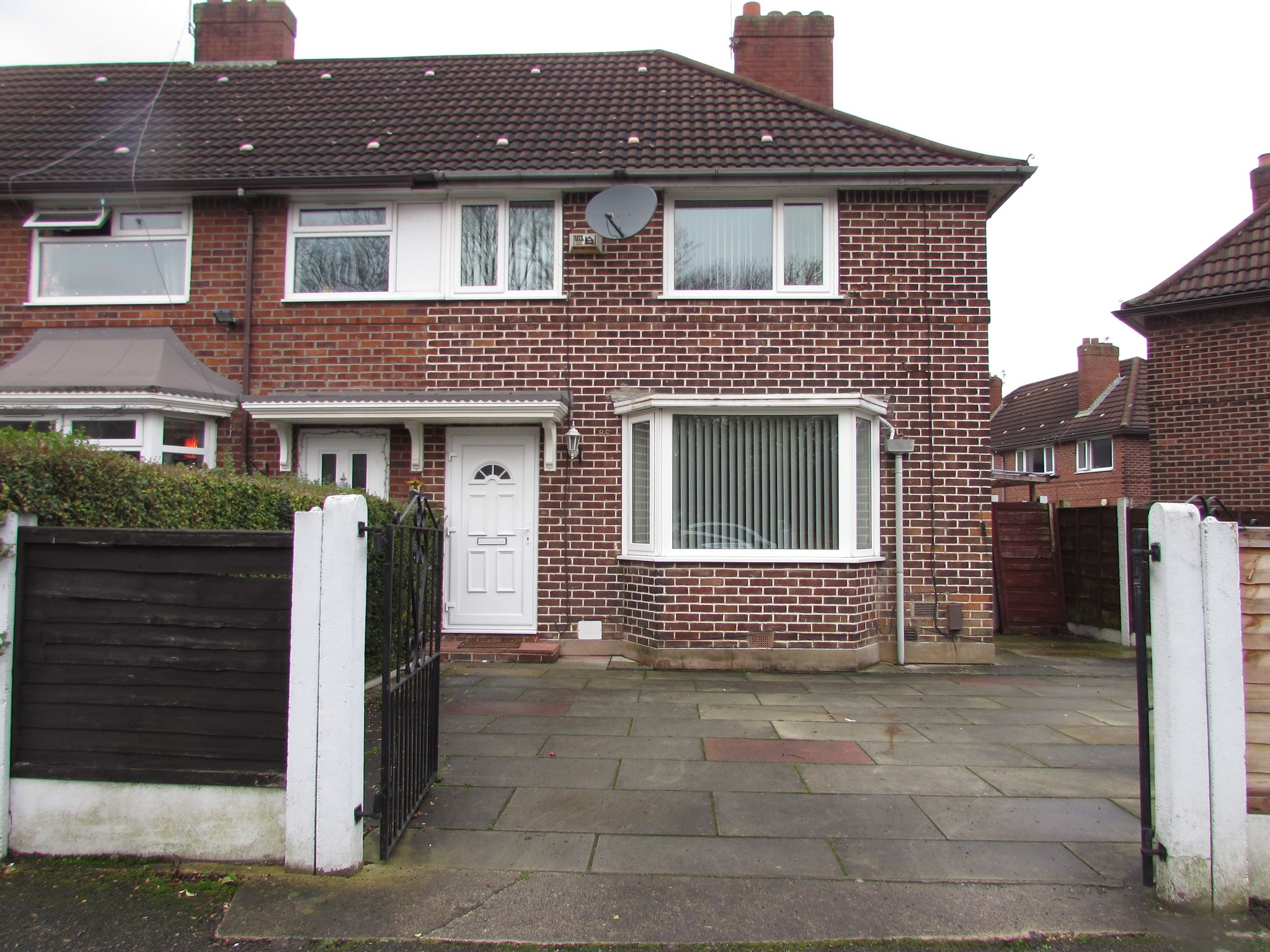 3 Bedroom Semi-detached House To Rent - Frontage