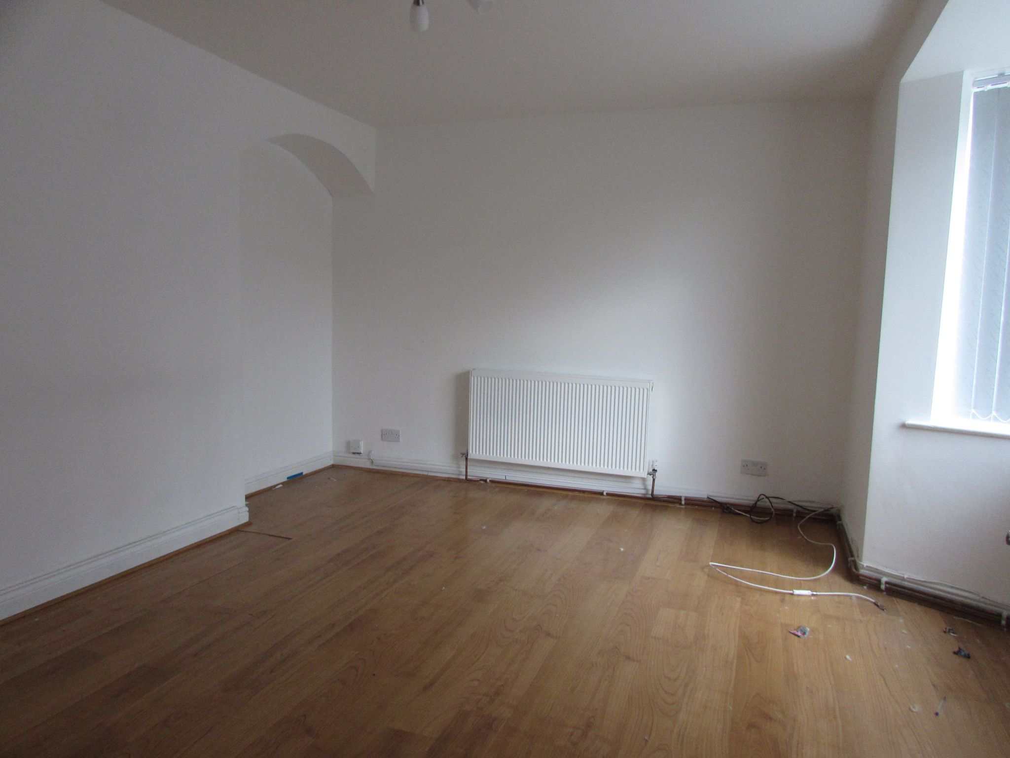 3 Bedroom Semi-detached House To Rent - Living Area