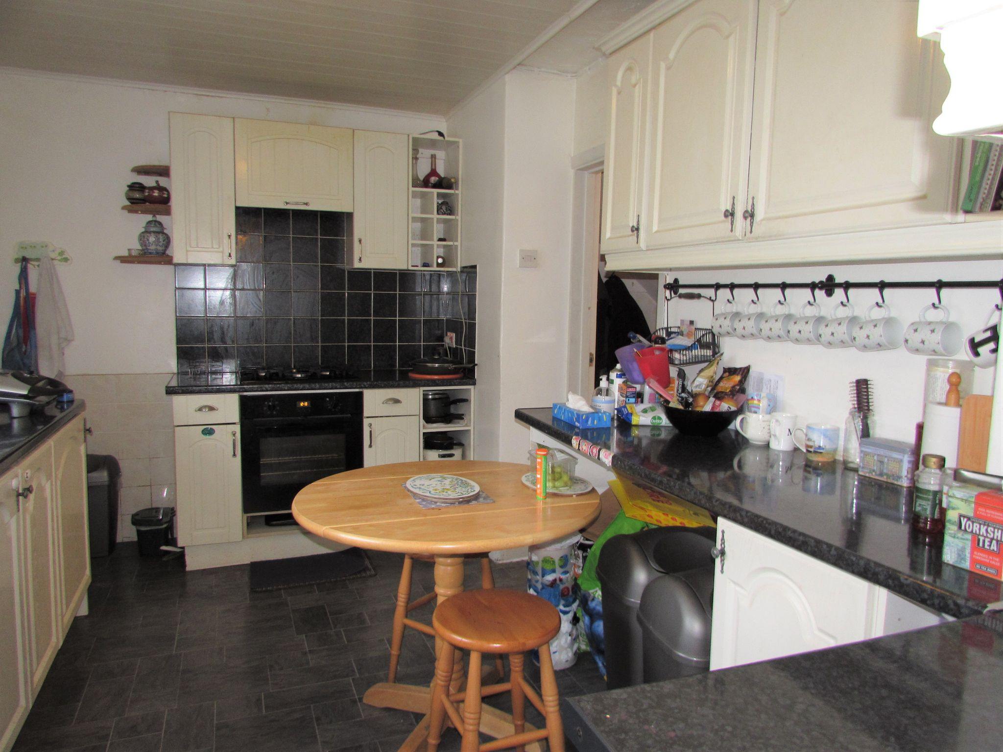 3 Bedroom Mid Terraced House For Sale - Photograph 4