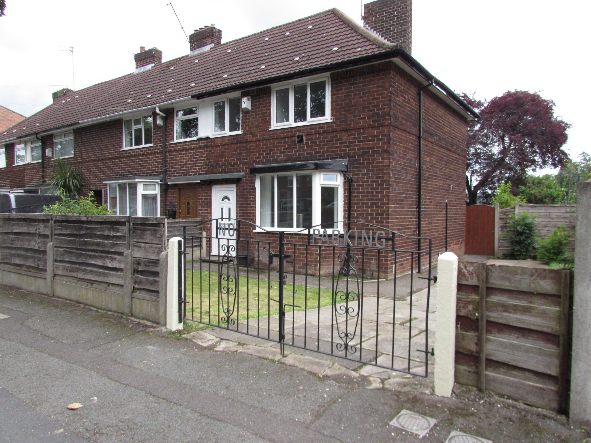 3 Bedroom Semi-detached House To Rent - Front