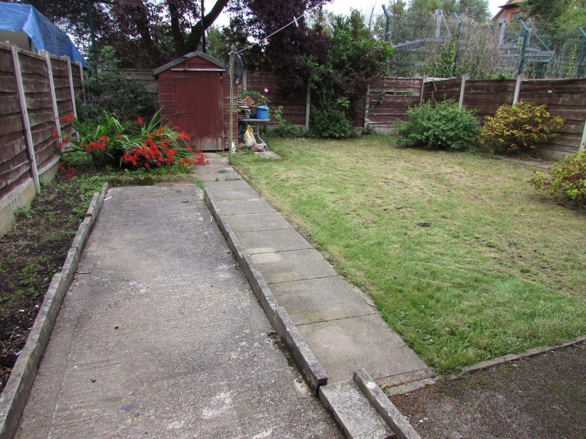 3 Bedroom Semi-detached House To Rent - Garden