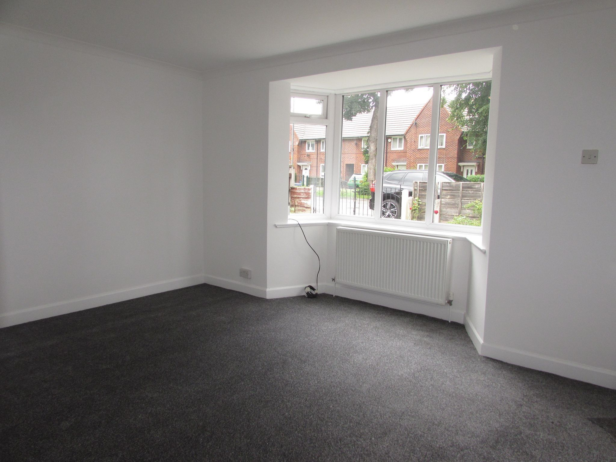 3 Bedroom Semi-detached House To Rent - Living Room