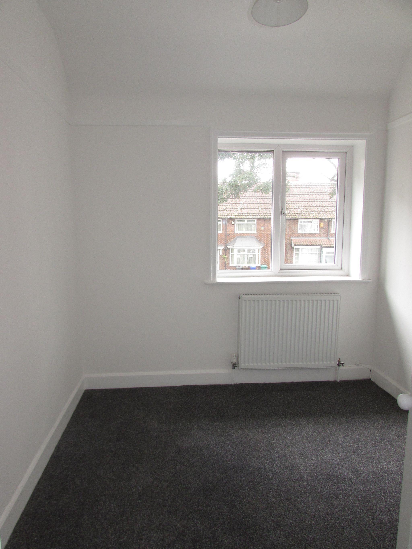 3 Bedroom Semi-detached House To Rent - Bedroom 3