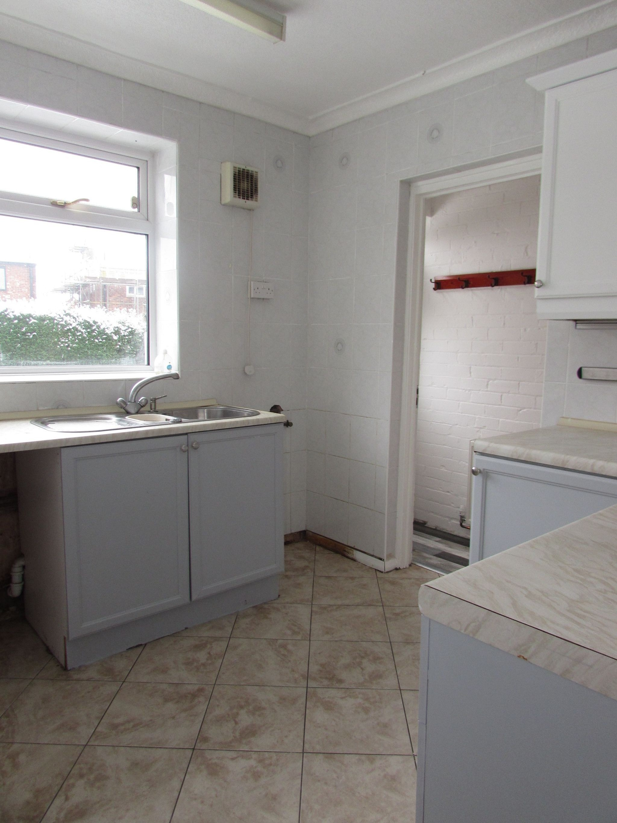 4 Bedroom End Terraced House To Rent - Kitchen