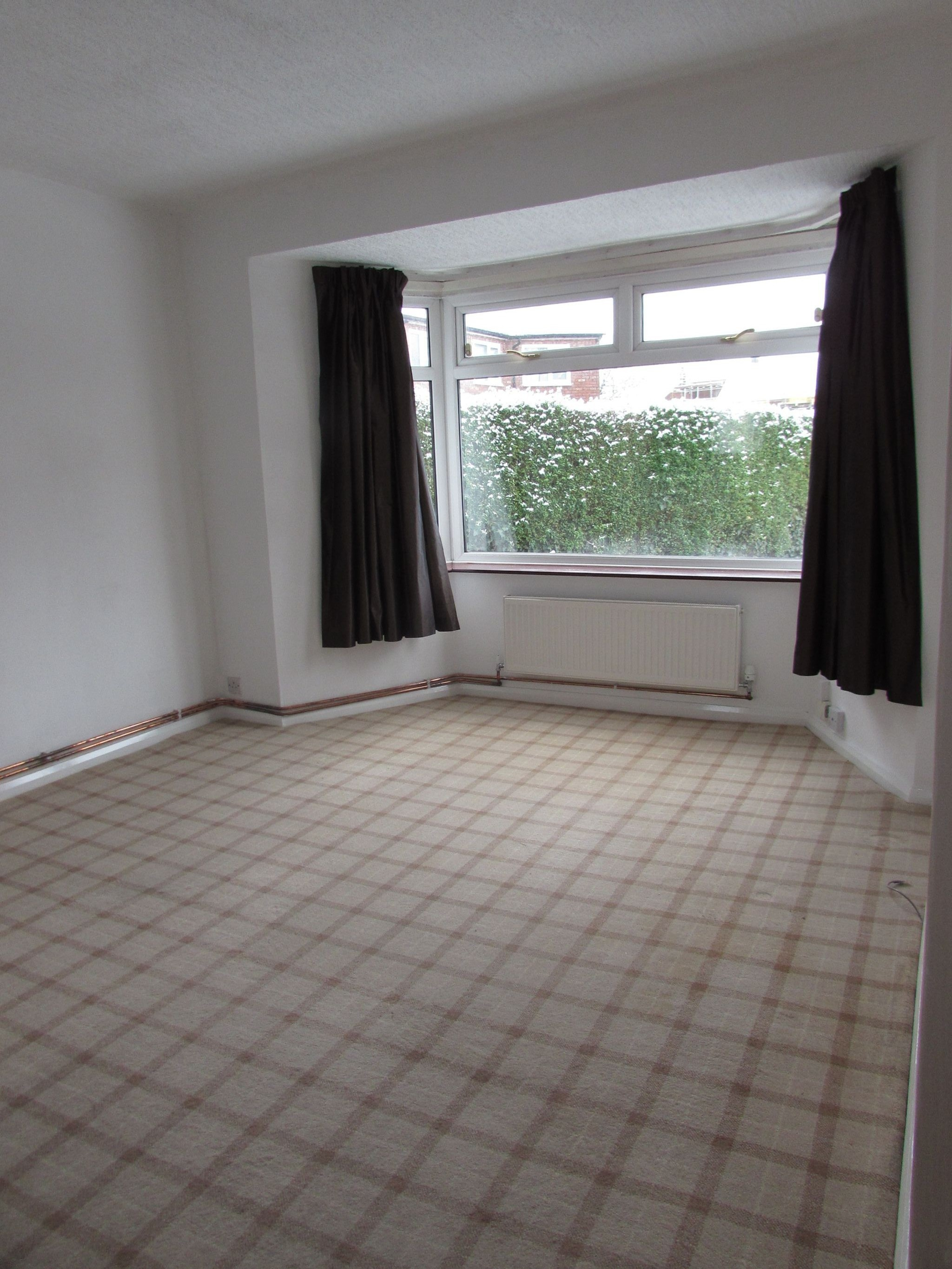 4 Bedroom End Terraced House To Rent - Living Room