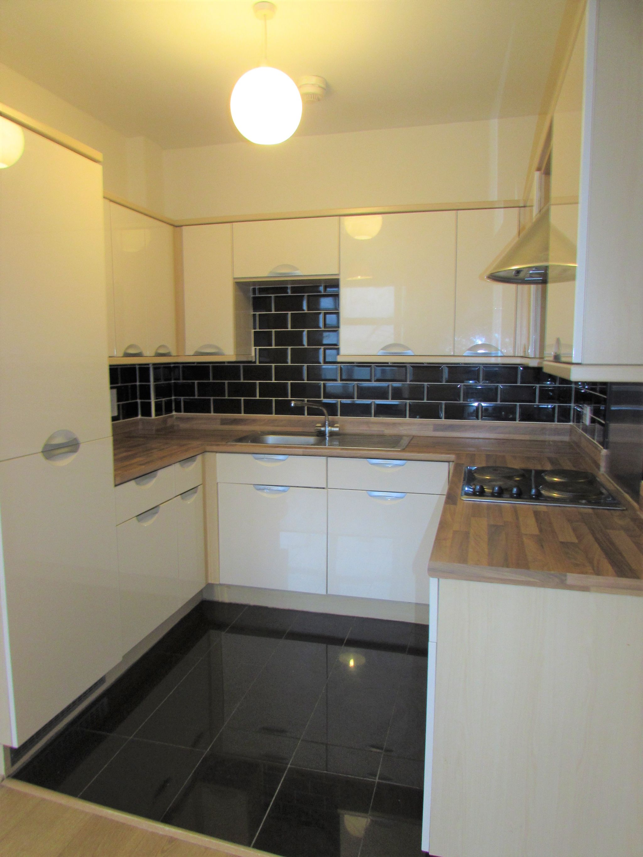 2 Bedroom Apartment Flat/apartment To Rent - Kitchen
