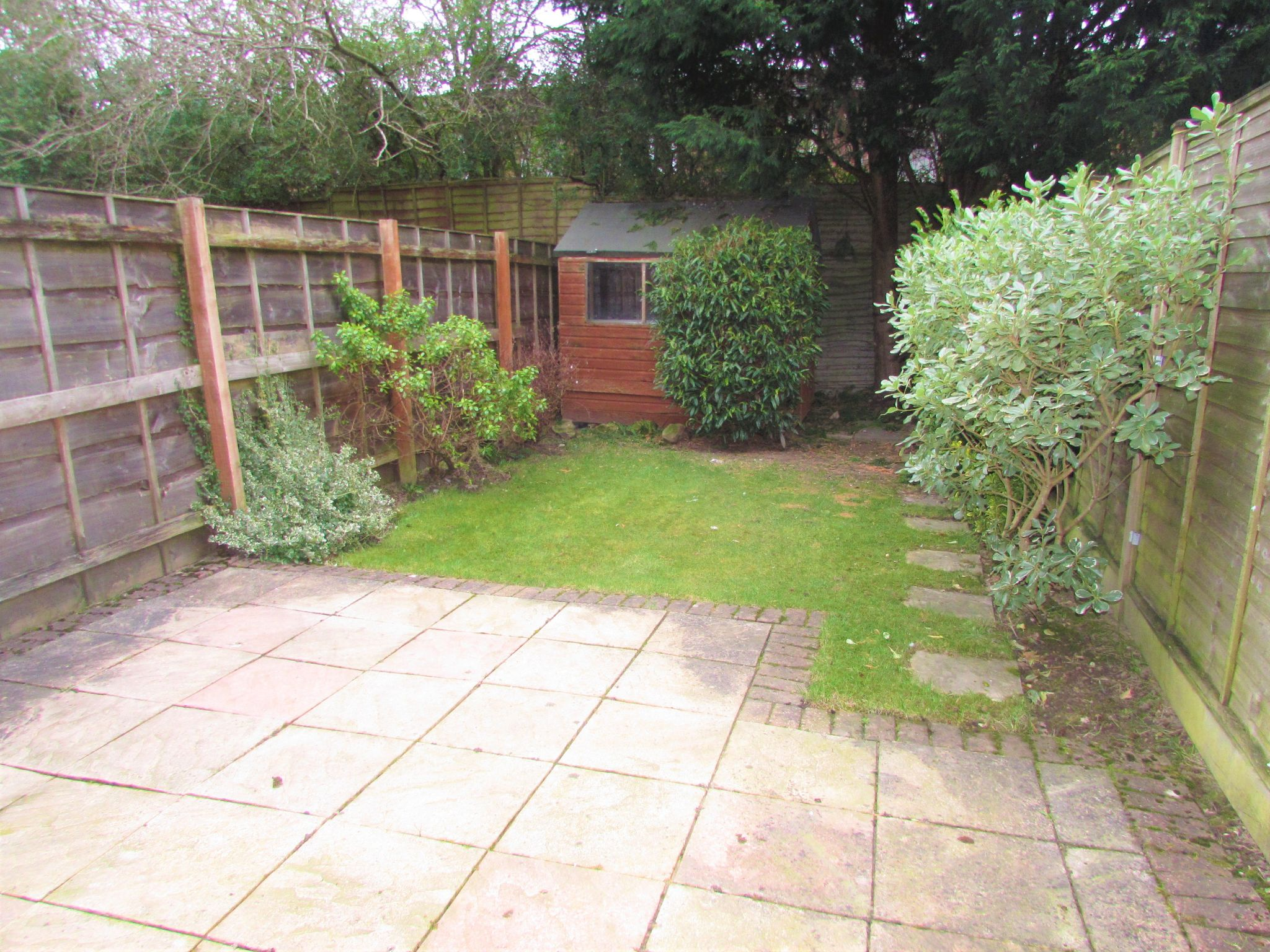 2 Bedroom Mid Terraced House To Rent - rear