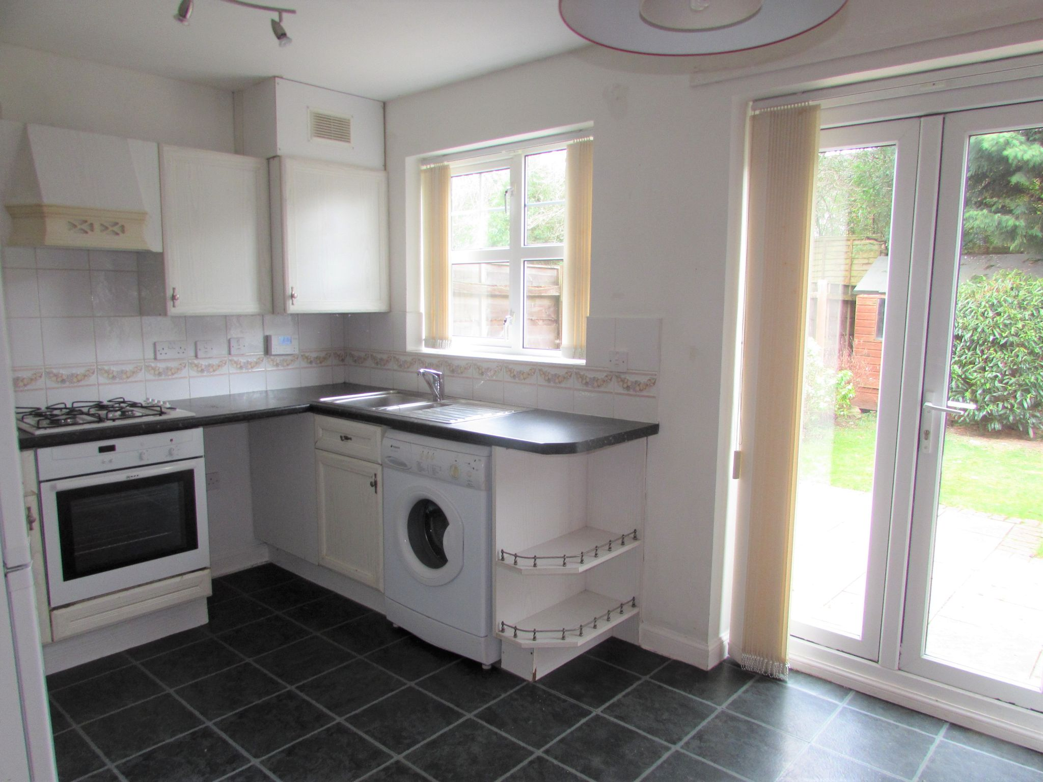 2 Bedroom Mid Terraced House To Rent - kitchen/dinimg