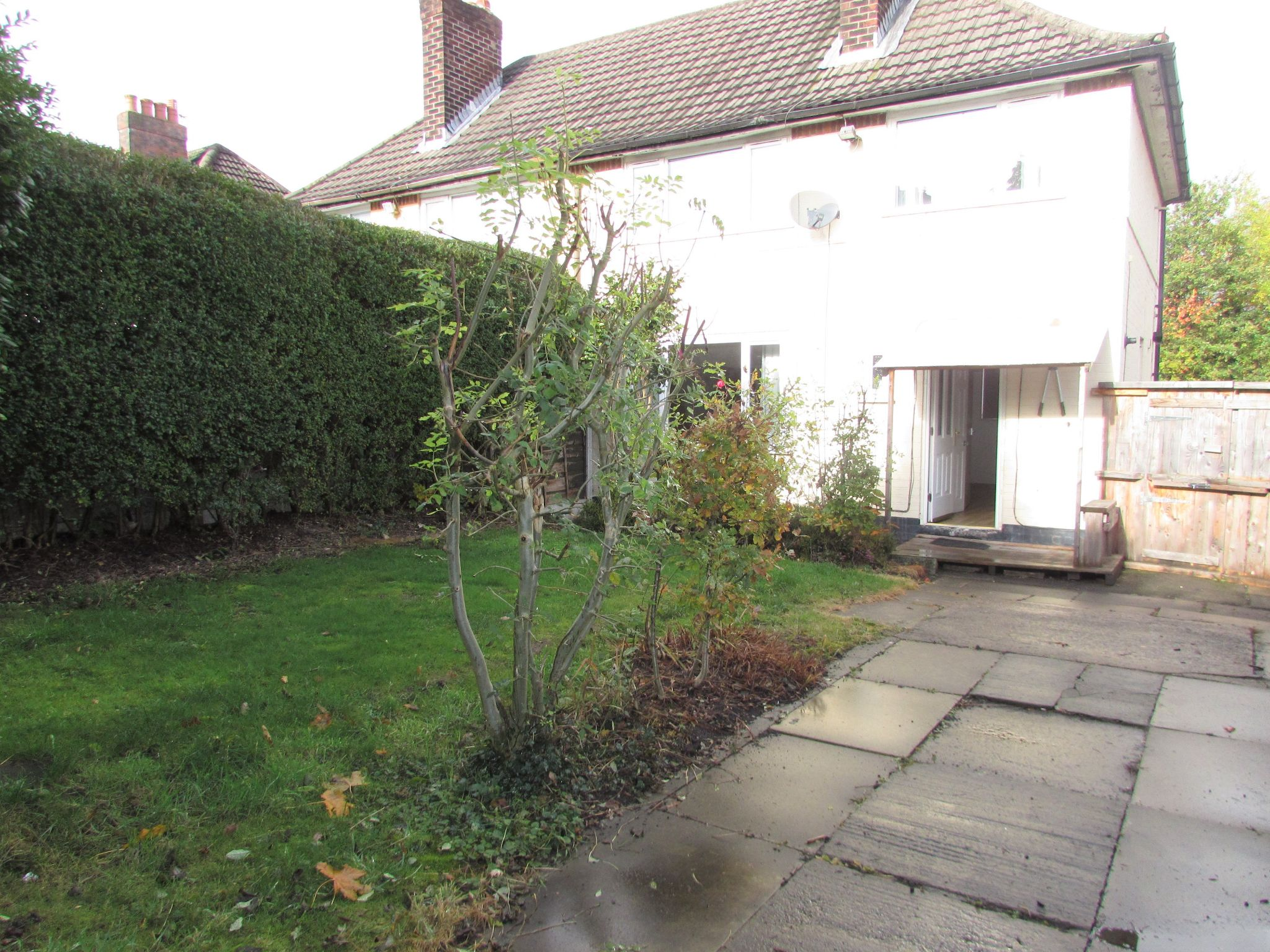 3 Bedroom Semi-detached House To Rent - Photograph 8