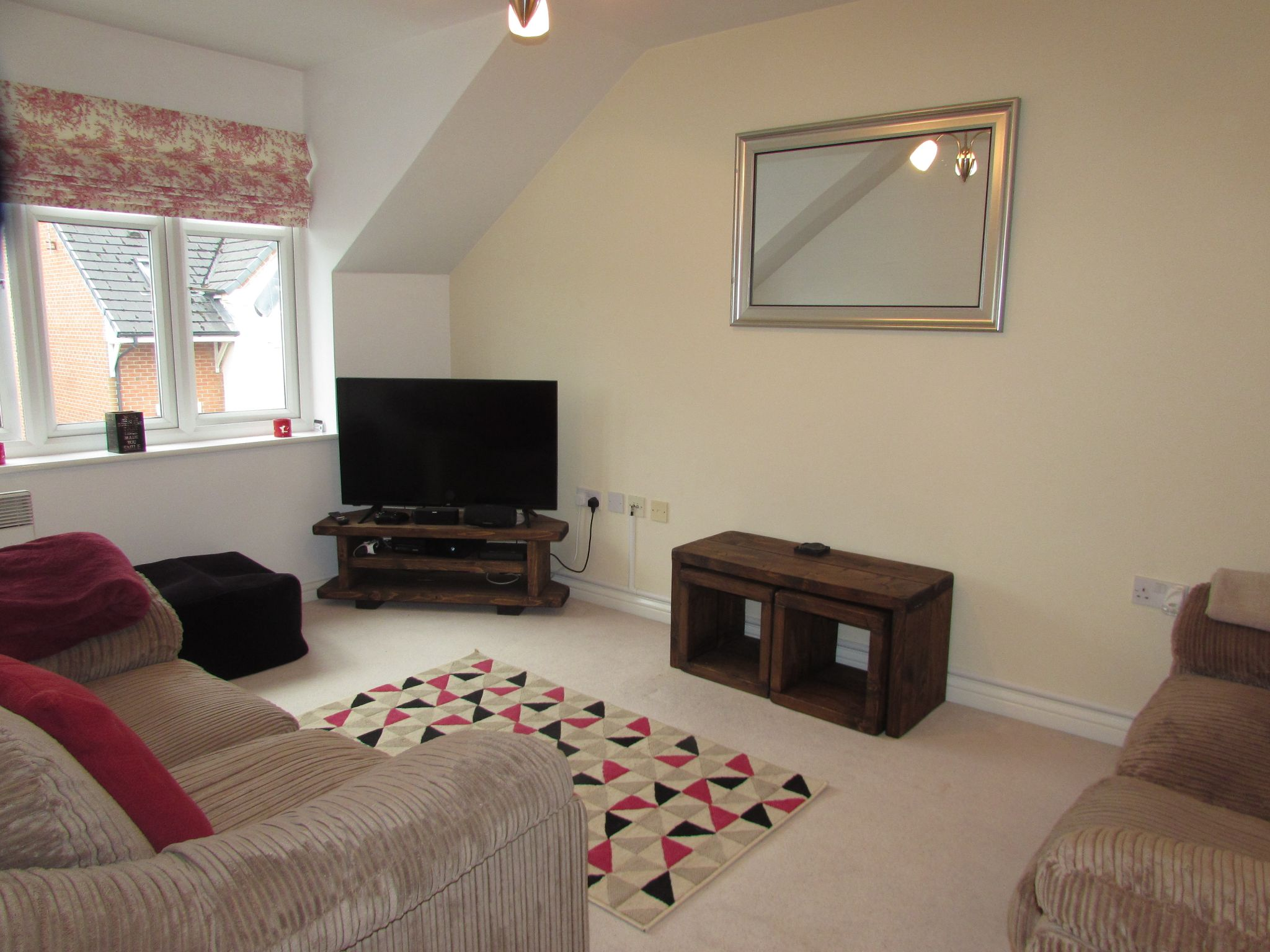 1 Bedroom Shared Flat/apartment To Rent - Photograph 2