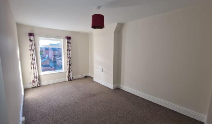 2 Bedroom Mid Terraced House To Rent - Photograph 2