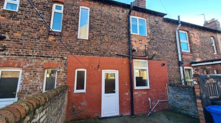 2 Bedroom Mid Terraced House To Rent - Photograph 12