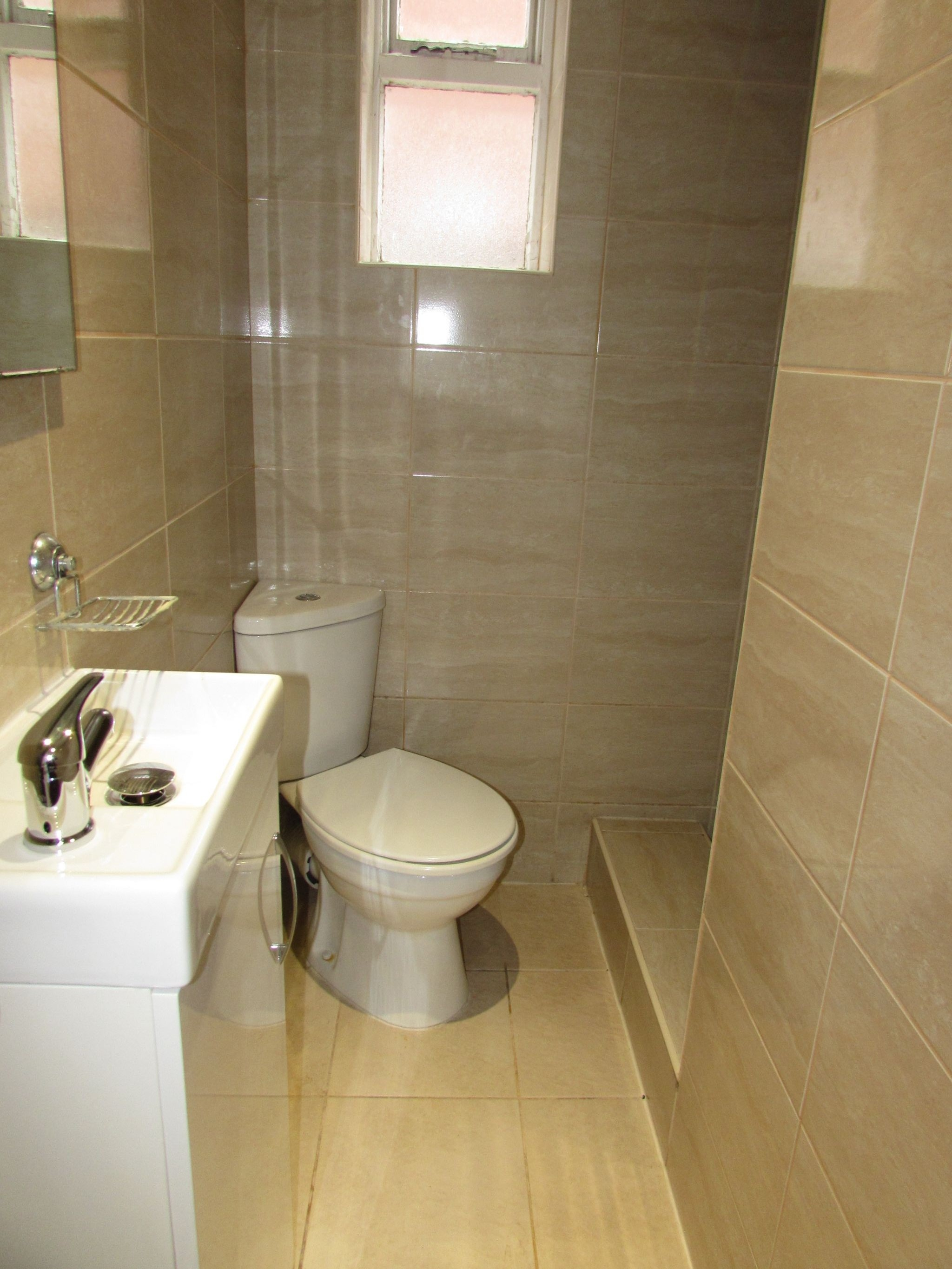 4 Bedroom Detached House To Rent - Downstairs Shower room