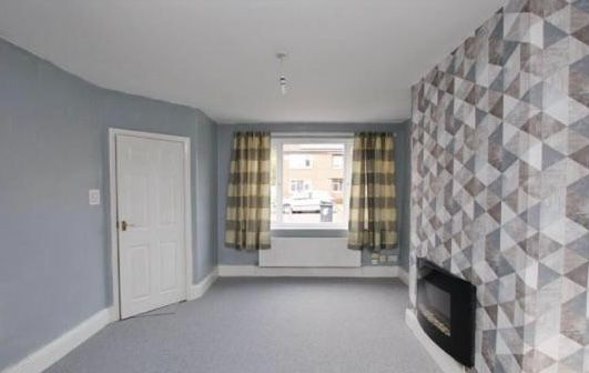 2 Bedroom Mid Terraced House To Rent - LOUNGE