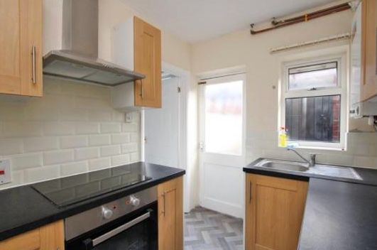 2 Bedroom Mid Terraced House To Rent - KITCHEN