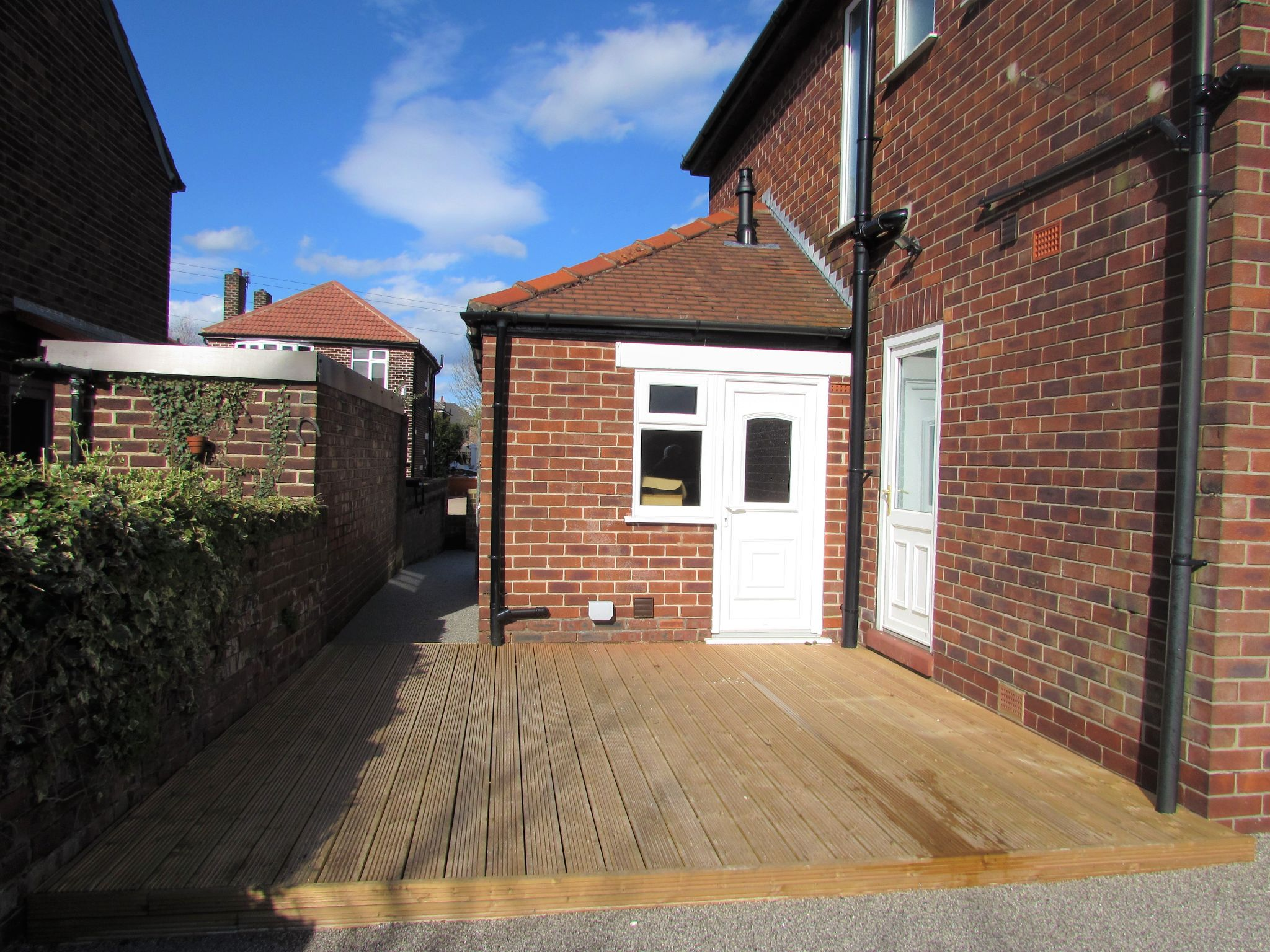 3 Bedroom Semi-detached House To Rent - Photograph 16