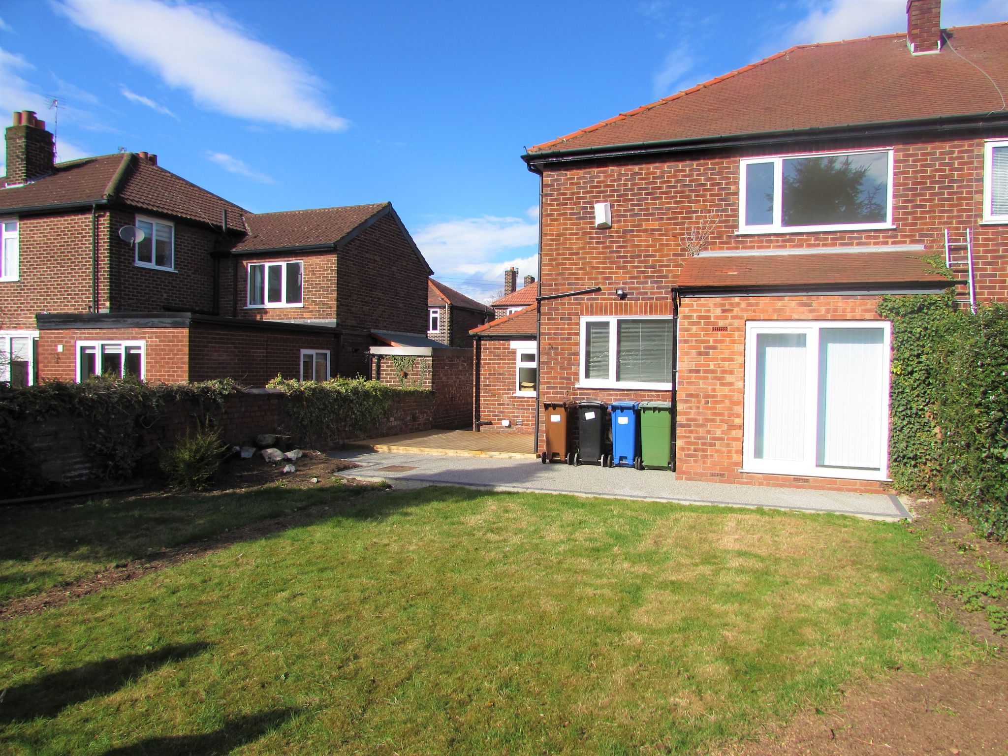 3 Bedroom Semi-detached House To Rent - Photograph 15