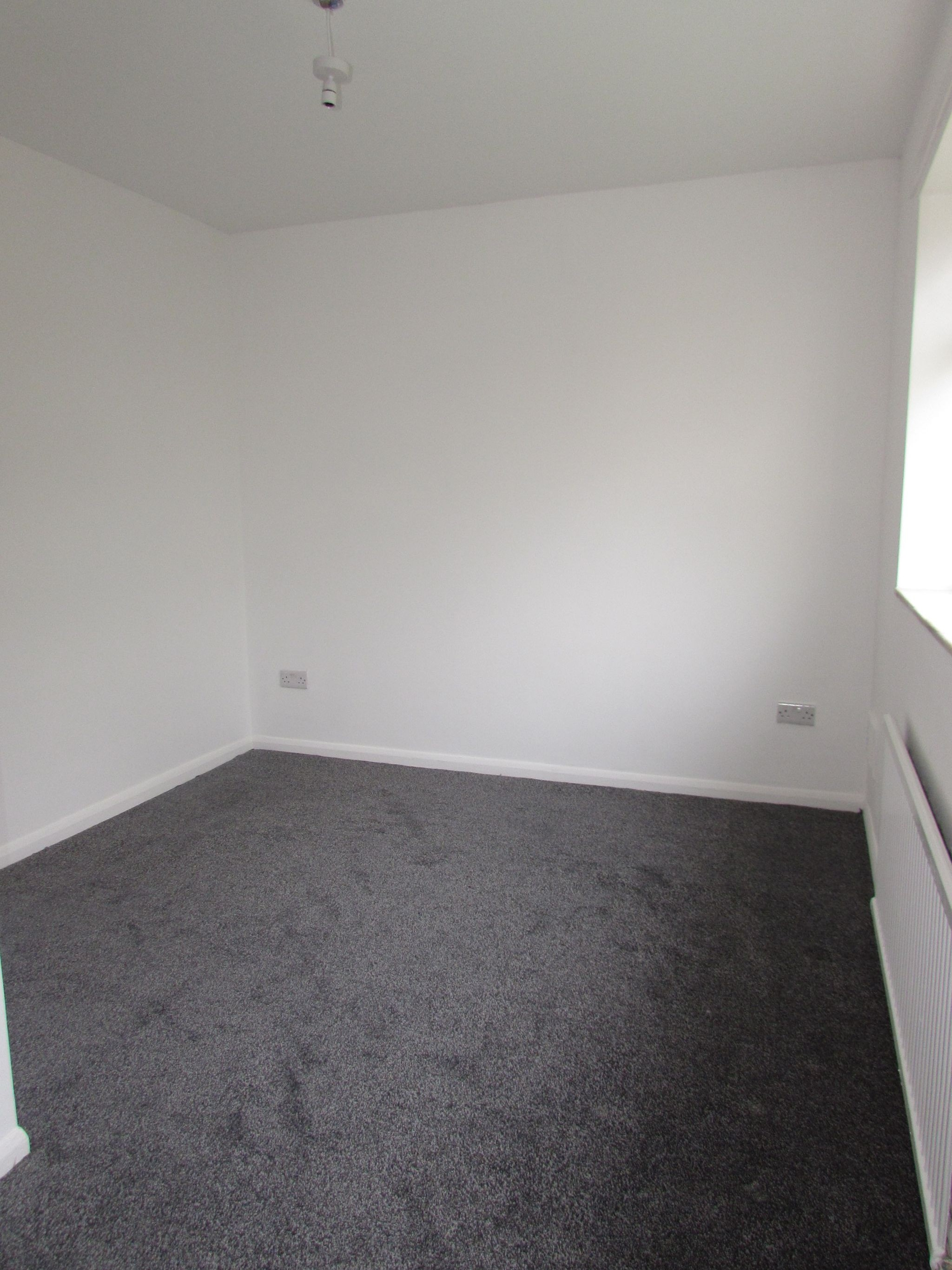 3 Bedroom End Terraced House To Rent - Photograph 7
